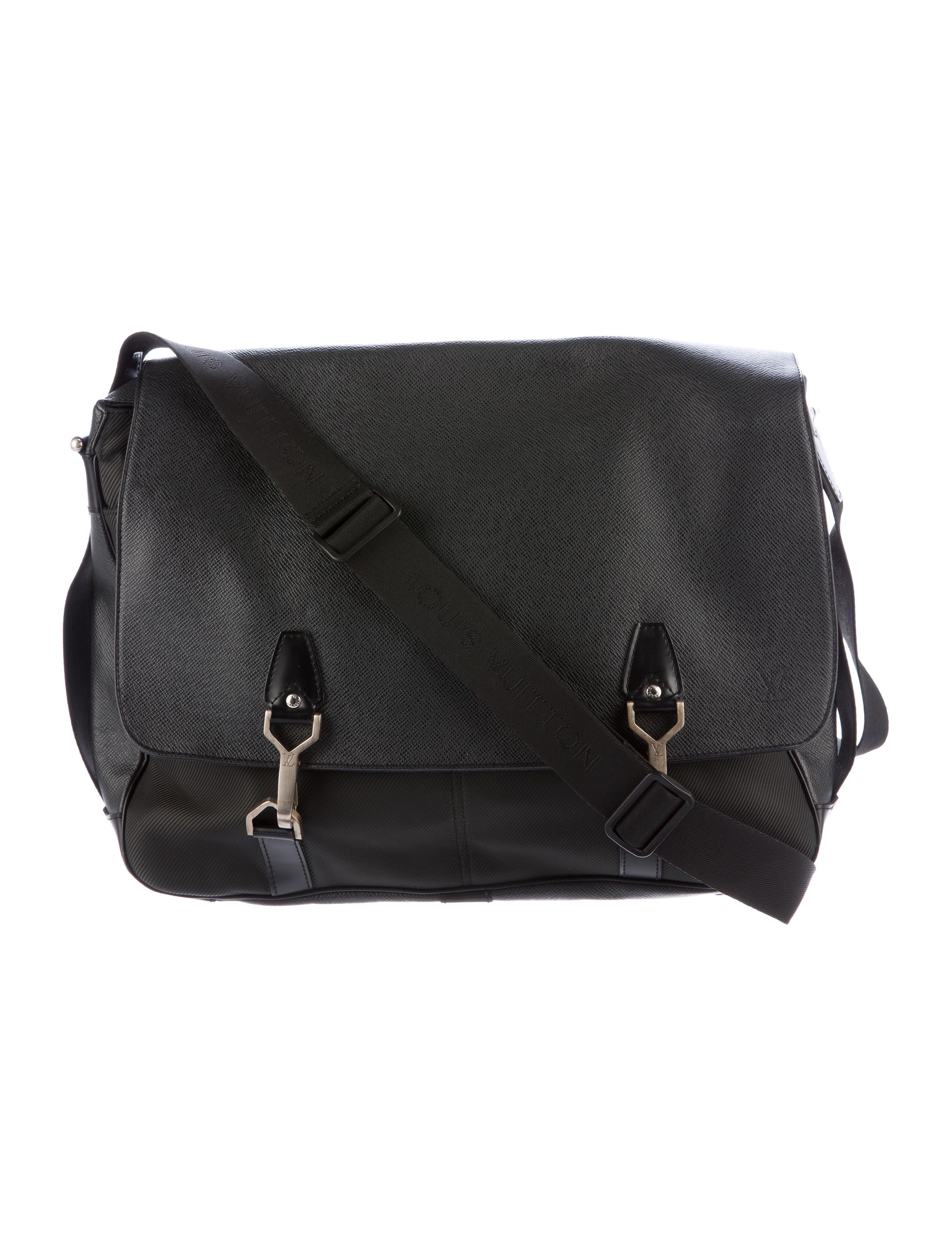 1cd344af6433 Louis Vuitton Taiga Dersou Messenger Bag - Bags - LOU102130