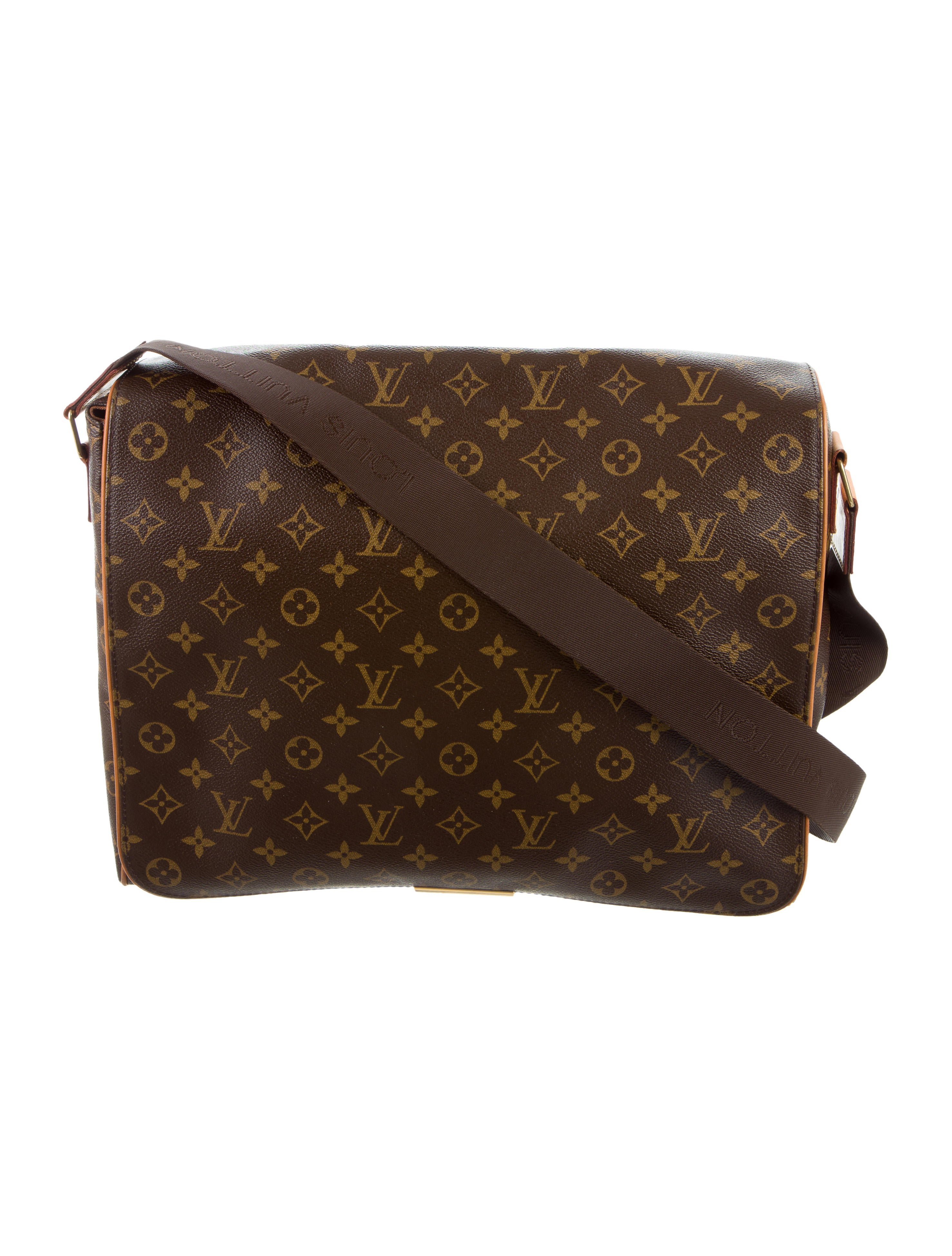 Wonderful Vuitton Veered Urban Chic Wednesday With A Collection Of Mostly Messenger Bags Slung Over The Shoulder And Across The Chest, They Came In Denim, In Patent Leather, And In The Signature LV Logo, Just To Name A Few Long Fur Tails Flopped