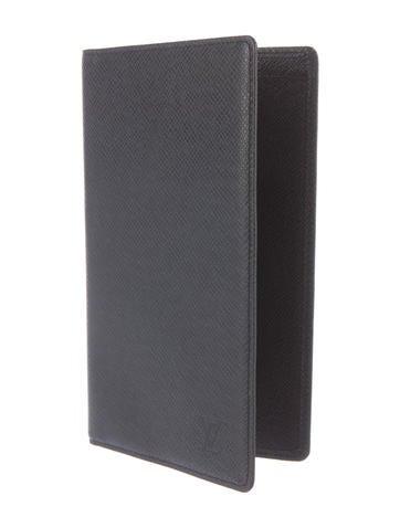 Louis vuitton taiga porte ch quier cartes cr dit accessories lou109142 the realreal - Porte chequier louis vuitton ...