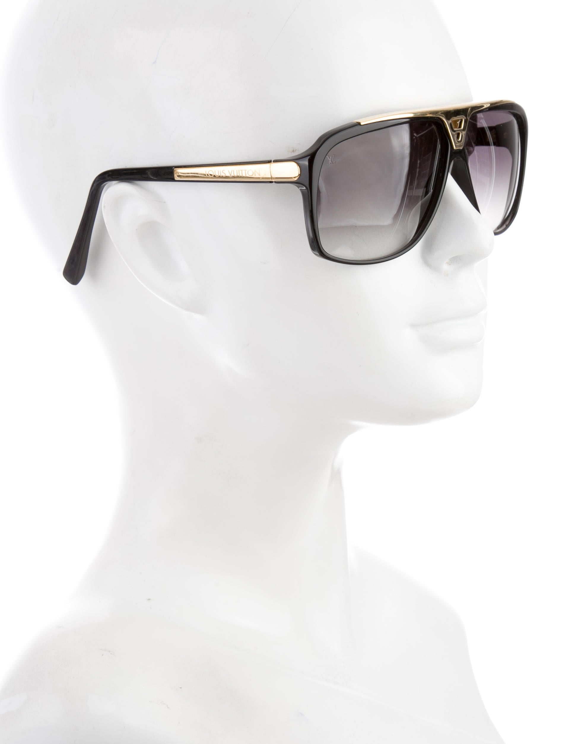 053747dca261b Louis Vuitton Vintage Aviator Sunglasses