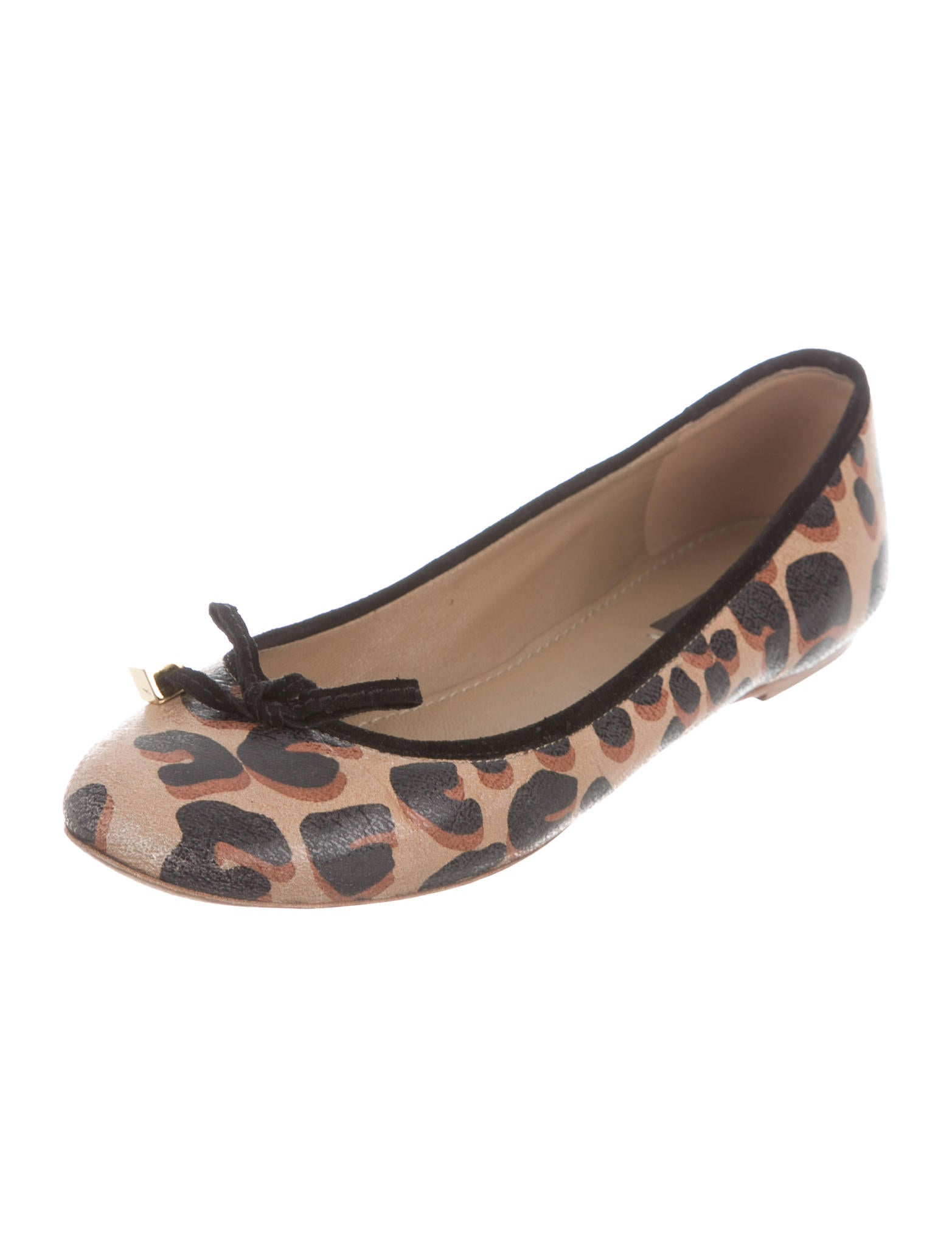 Chic Shops: Leopard Print Ballet Flats I've been shopping around for several things to update my wardrobe. I've been in a bit of a drought the last couple years, so now that I'm buying again, I'm stocking up on staples while still trying to incorporate a few new, trendier items to keep my wardrobe fresh.