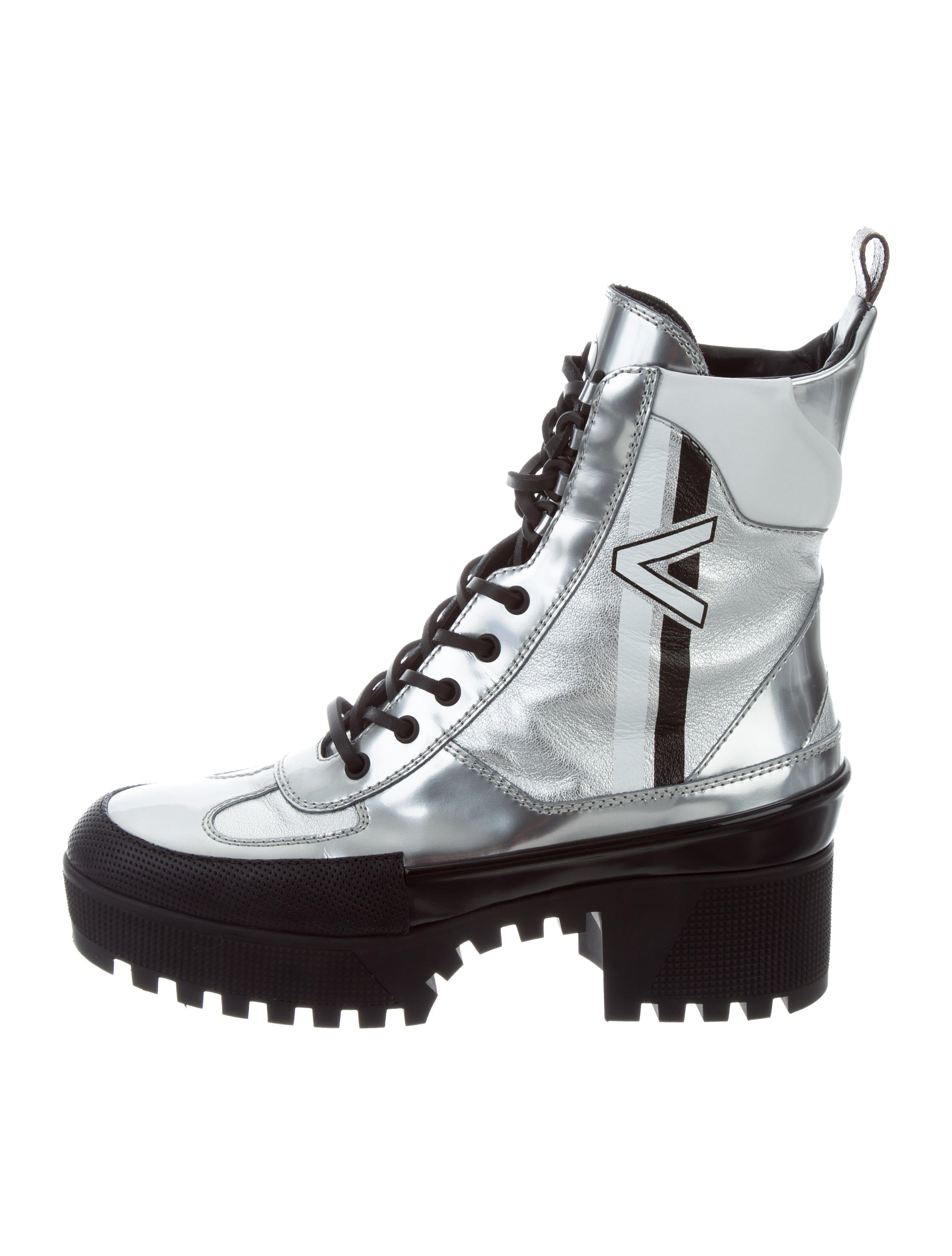 ebfe6671073b Louis Vuitton 2017 Spaceship Desert Boots - Shoes - LOU126977