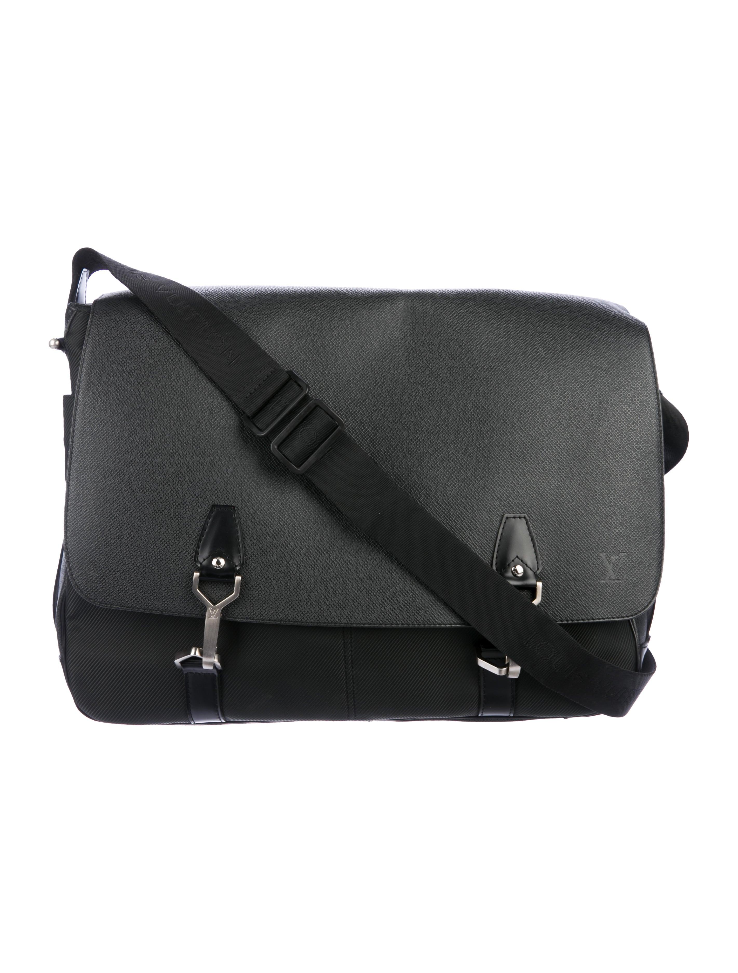 4b4bb68622e6 Louis Vuitton Taiga Dersou Messenger Bag - Bags - LOU193211