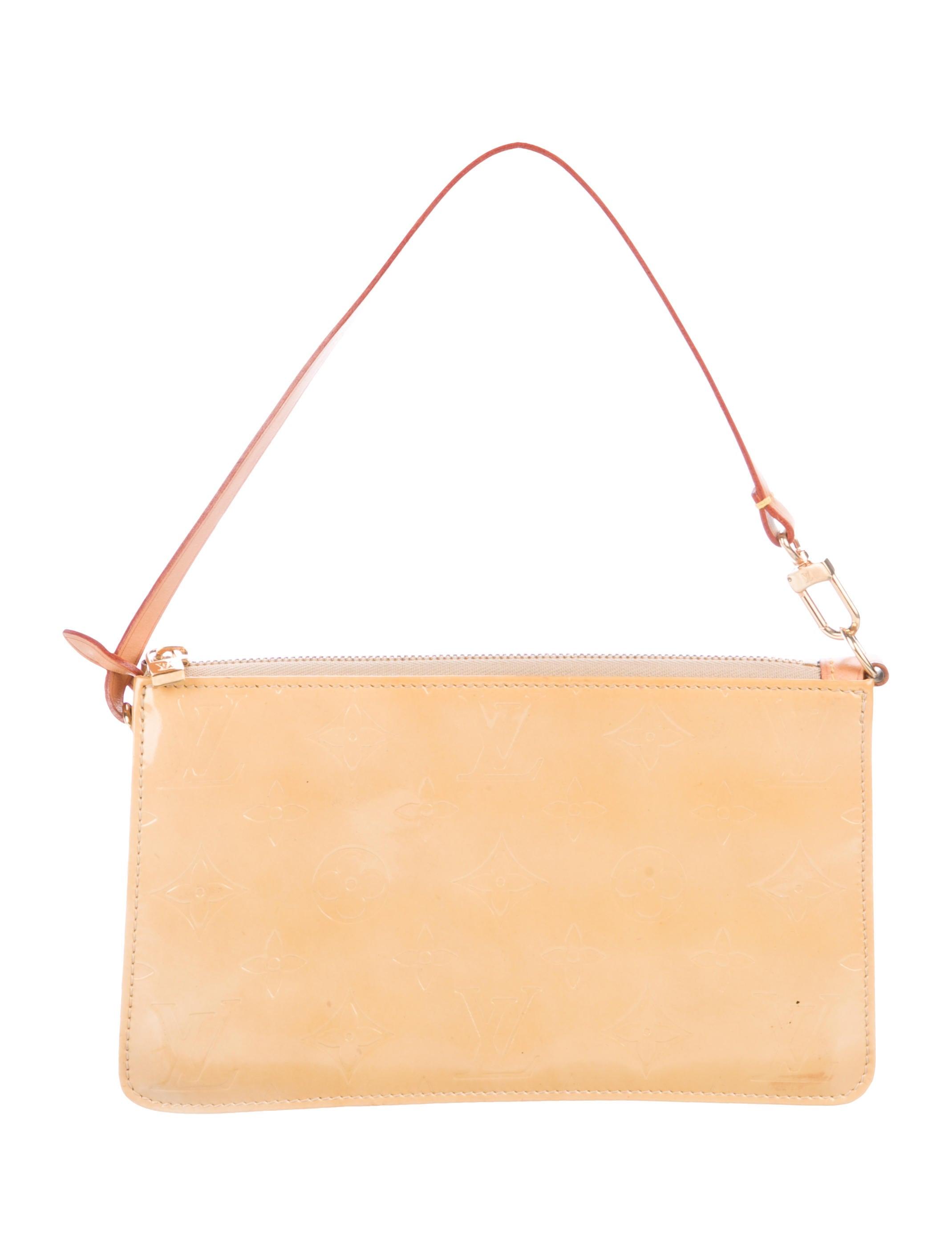 f43fc5b4fd4d7 Louis Vuitton Vernis Lexington Pochette - Handbags - LOU195152