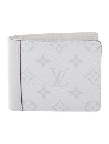 7d52dea5d9543 Louis Vuitton. 2019 Taïgarama Multiple Wallet