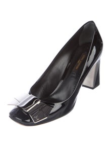 a9c4489202 Louis Vuitton. Leather Bow-Accented Pumps