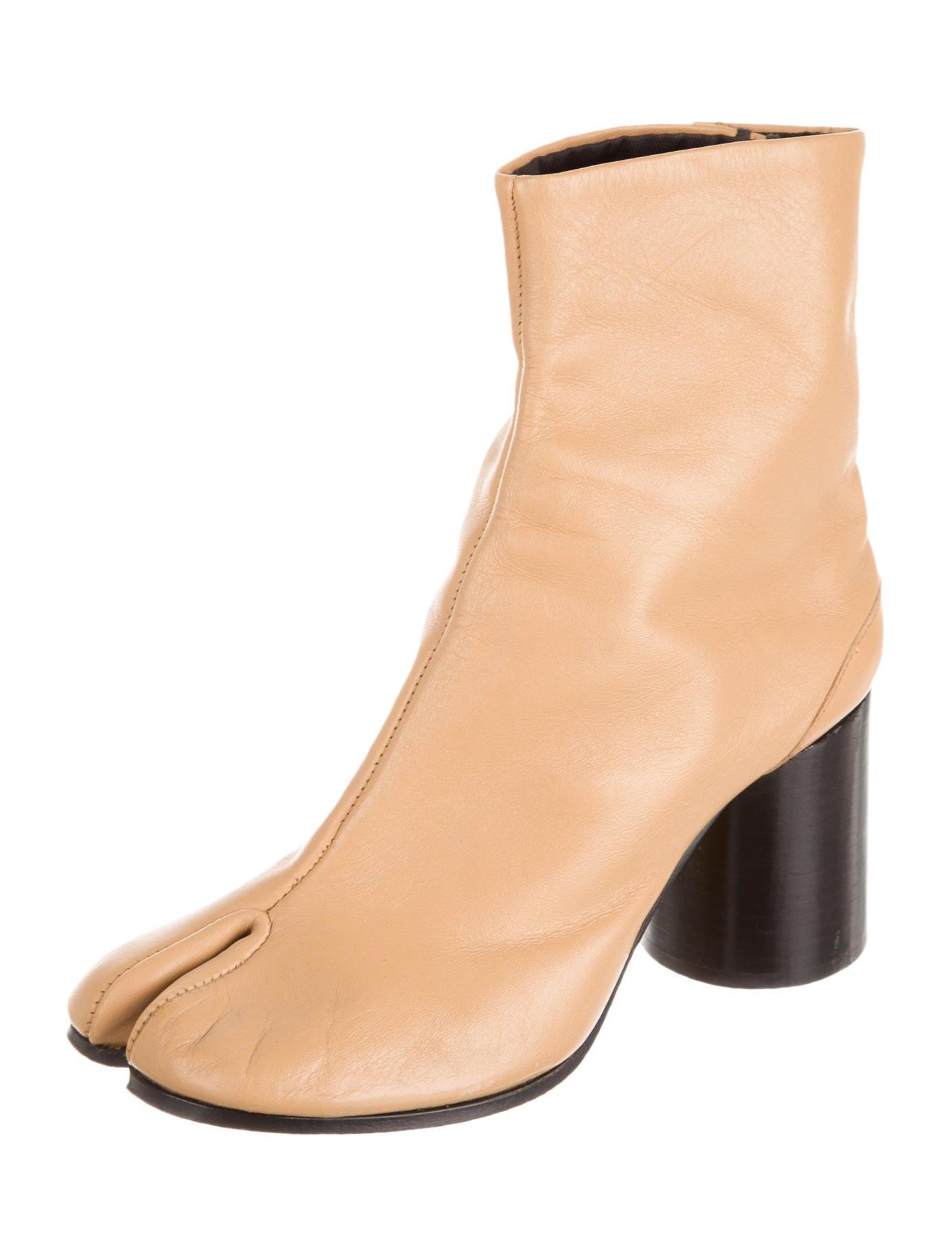 maison martin margiela tabi boots shoes mai22281 the realreal. Black Bedroom Furniture Sets. Home Design Ideas