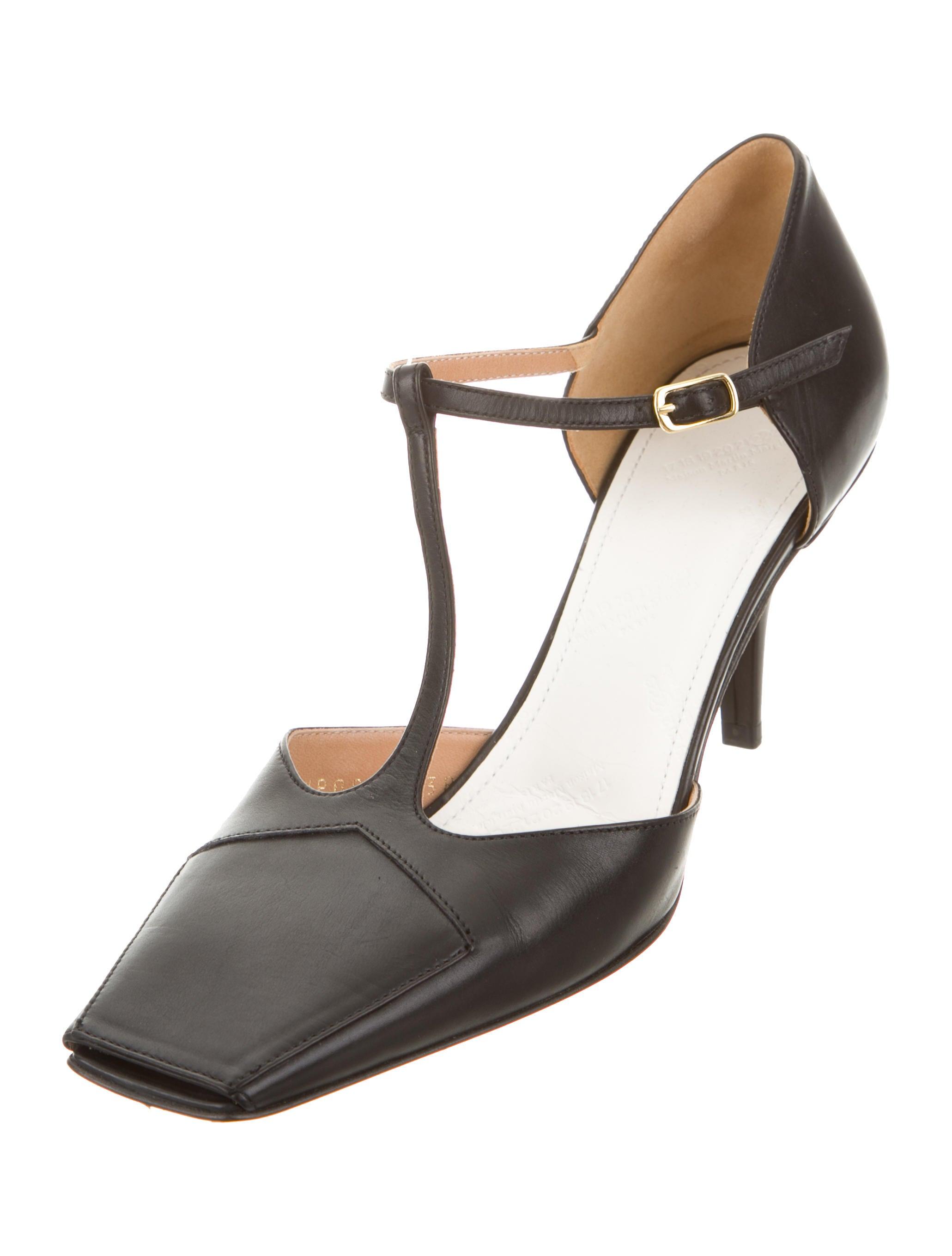 maison margiela leather t strap pumps shoes mai28758 the realreal. Black Bedroom Furniture Sets. Home Design Ideas
