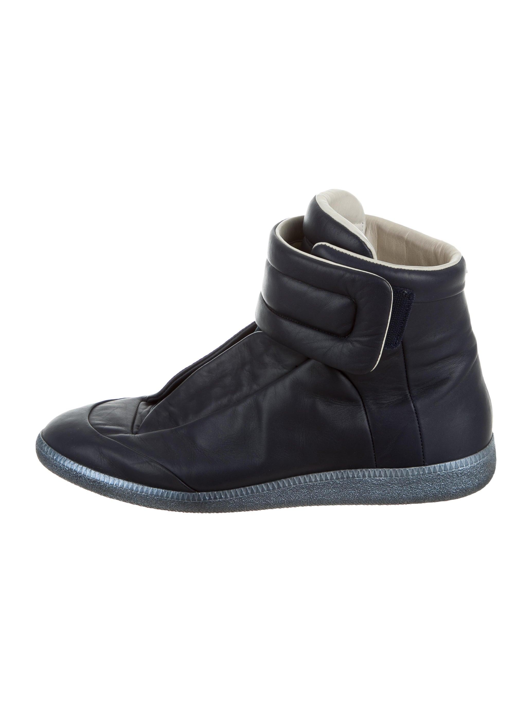 maison margiela future leather sneakers shoes mai29224 the realreal. Black Bedroom Furniture Sets. Home Design Ideas