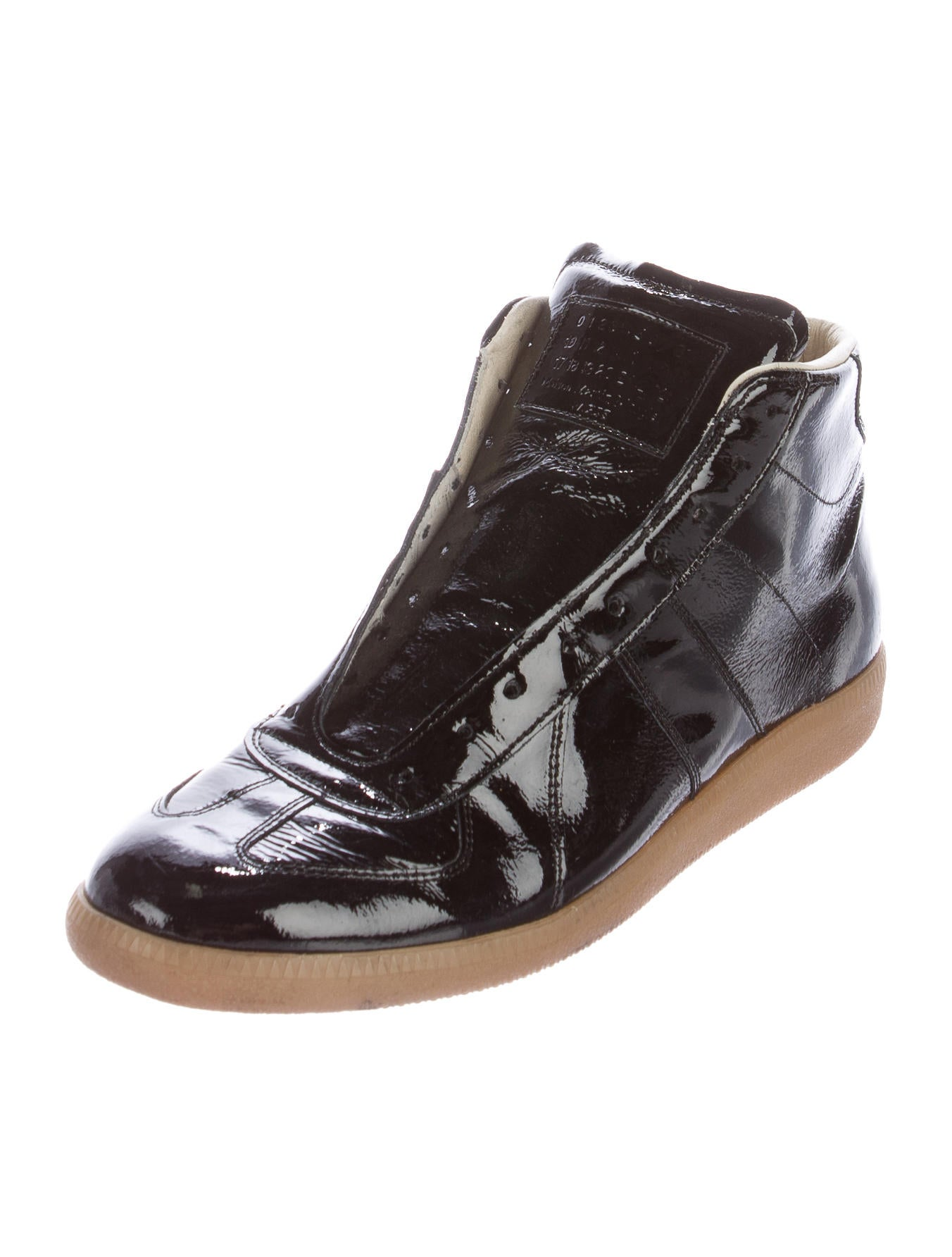 maison margiela patent leather sneakers shoes mai29955 the realreal. Black Bedroom Furniture Sets. Home Design Ideas