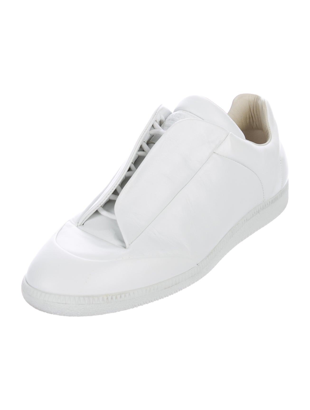 maison margiela future leather sneakers shoes mai30740 the realreal. Black Bedroom Furniture Sets. Home Design Ideas