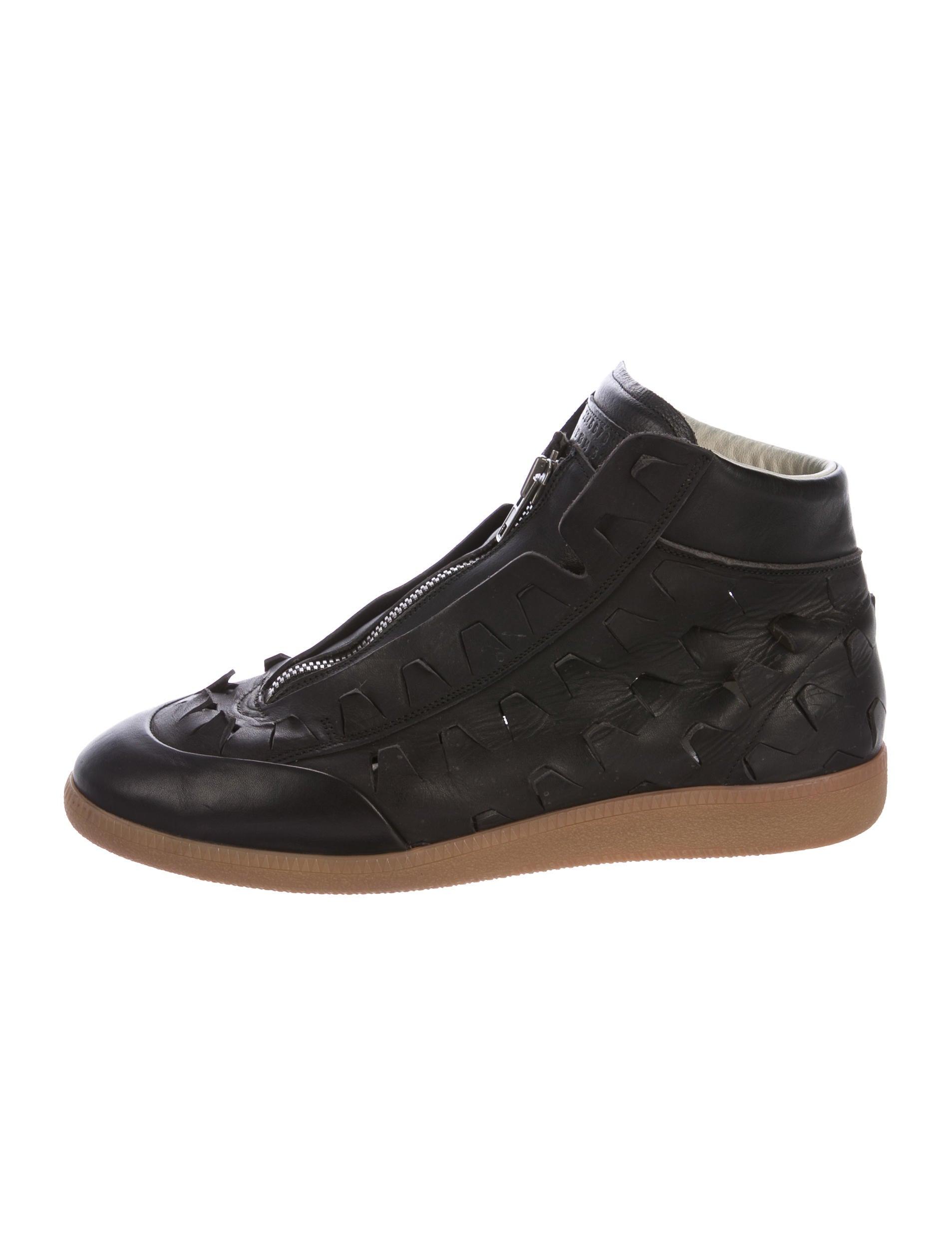 maison margiela leather cutout sneakers shoes mai31175 the realreal. Black Bedroom Furniture Sets. Home Design Ideas