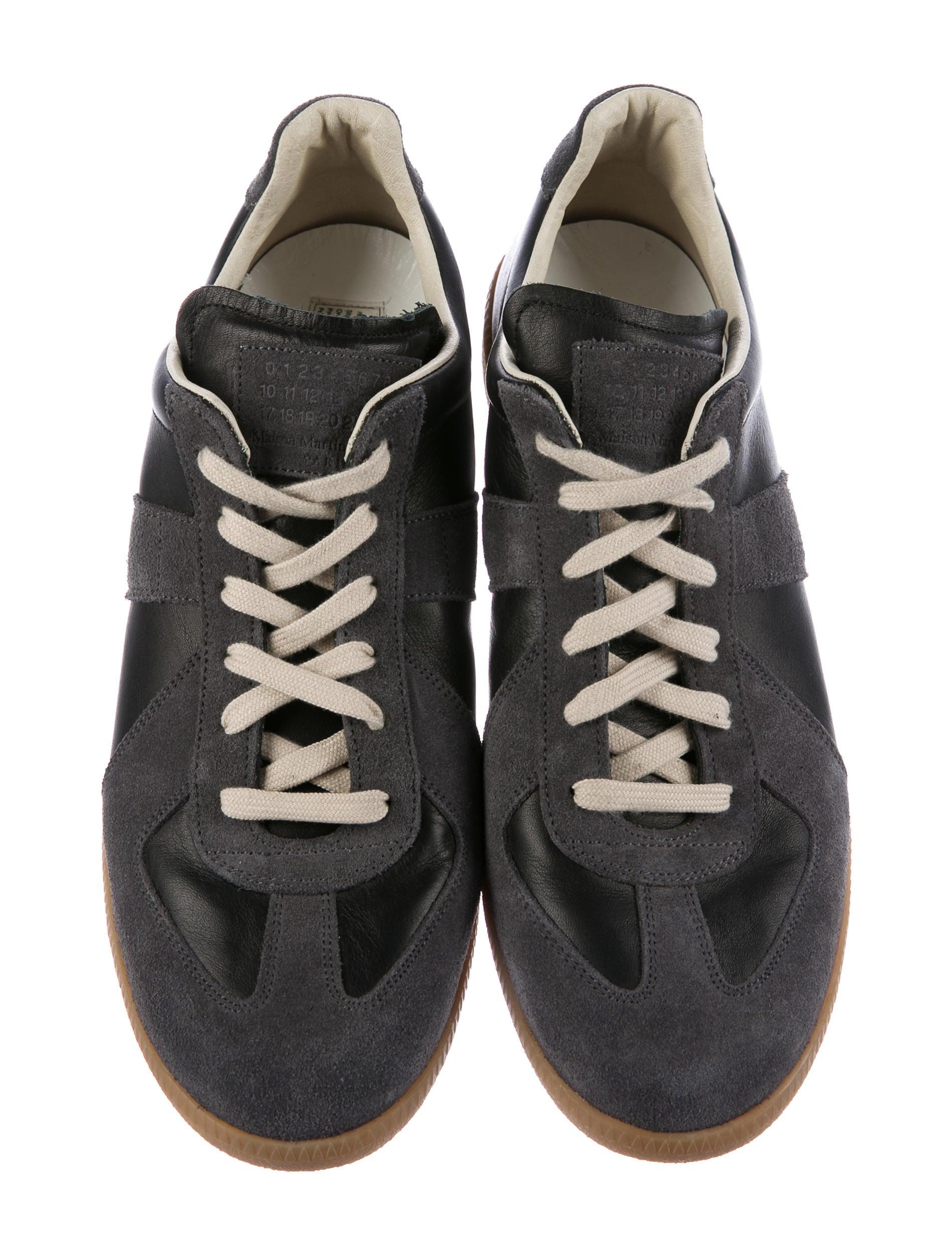 maison margiela replica leather sneakers shoes mai31807 the realreal. Black Bedroom Furniture Sets. Home Design Ideas