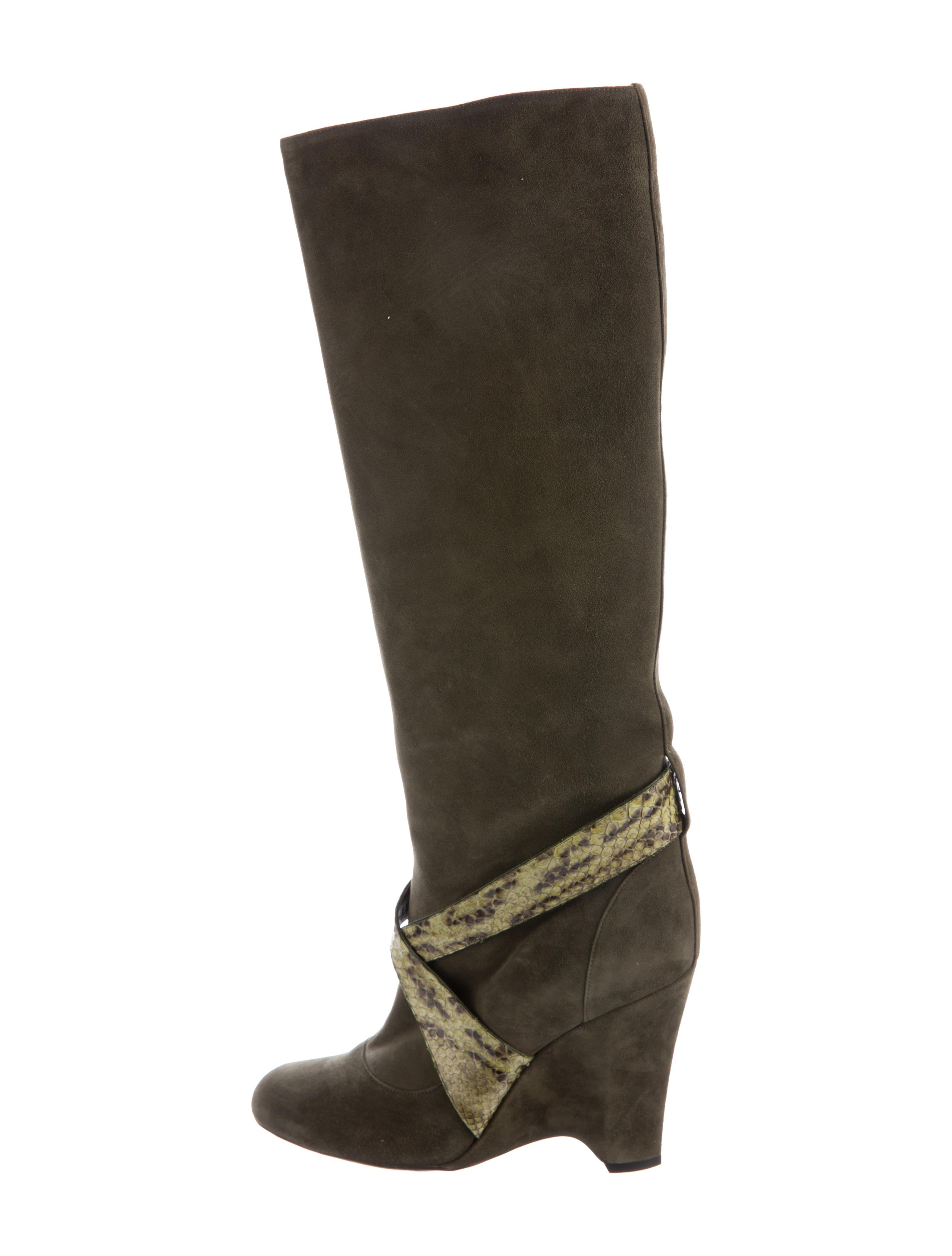 18, results for black wedge suede boots Save black wedge suede boots to get e-mail alerts and updates on your eBay Feed. Unfollow black wedge suede boots to .