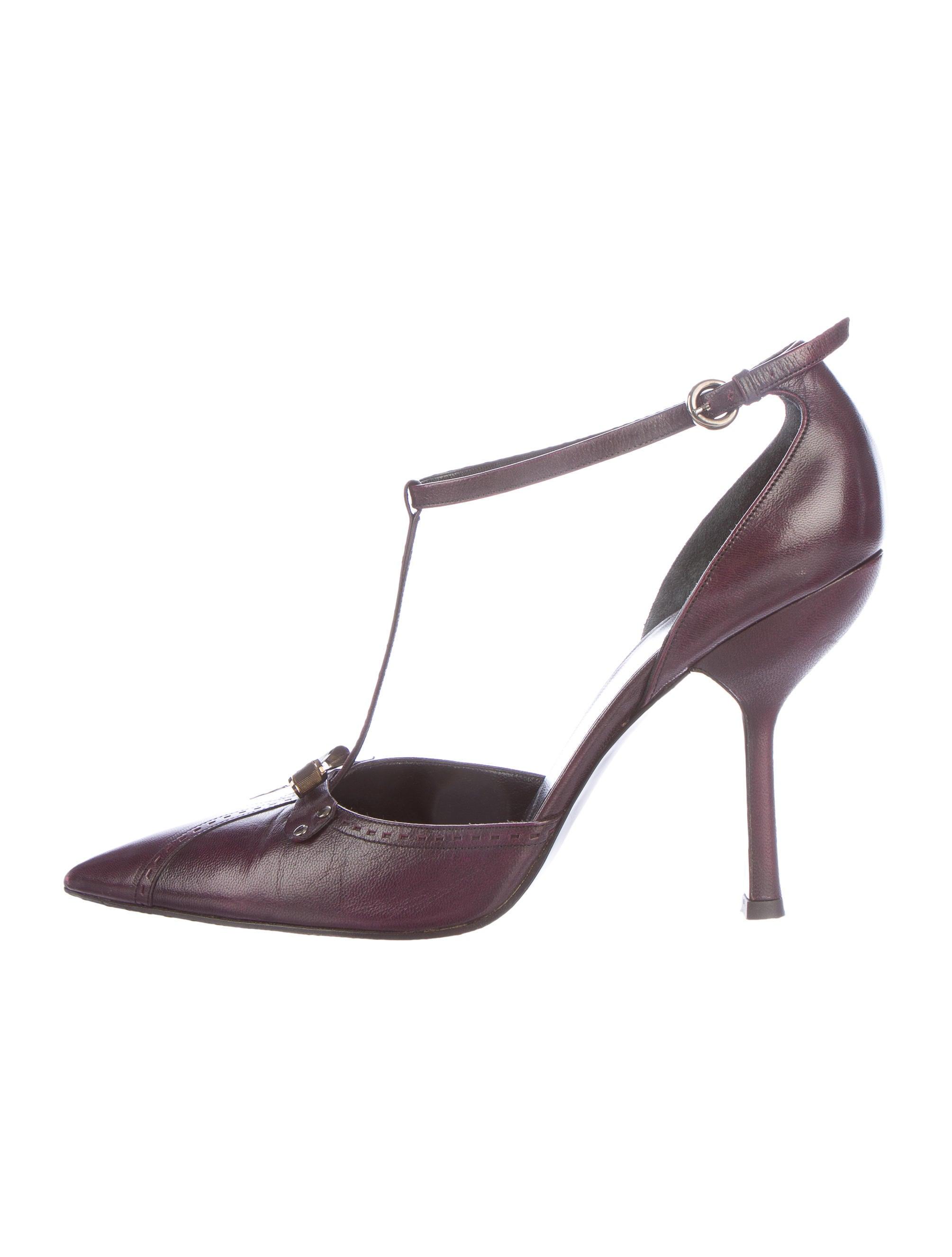 miu miu leather t strap pumps shoes miu39462 the realreal. Black Bedroom Furniture Sets. Home Design Ideas