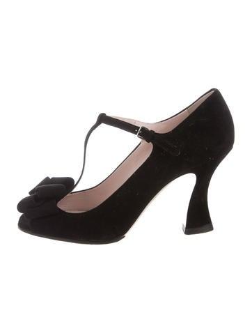 miu miu bow t strap pumps shoes miu44321 the realreal. Black Bedroom Furniture Sets. Home Design Ideas