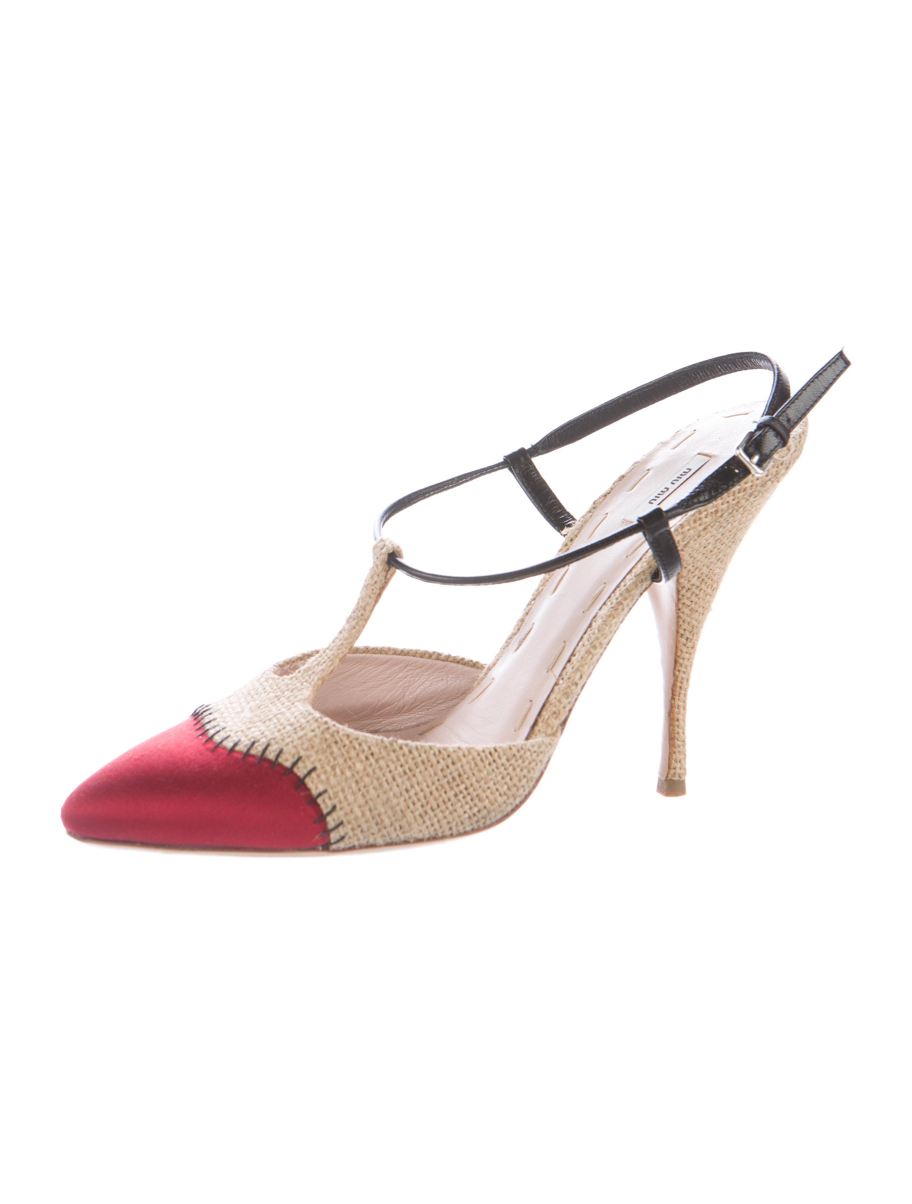 miu miu raffia t strap pumps shoes miu46776 the realreal. Black Bedroom Furniture Sets. Home Design Ideas