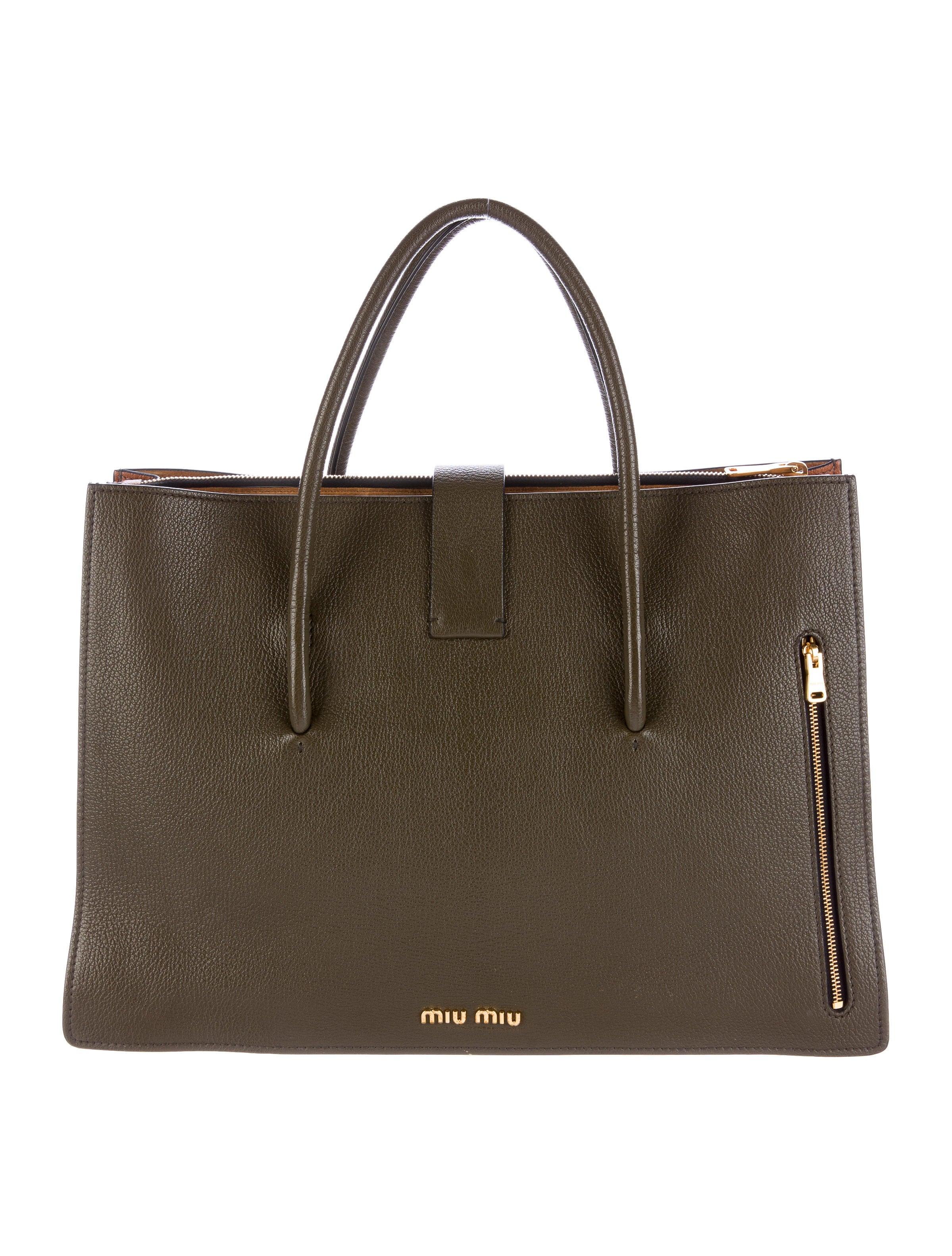 miu miu madras shopping tote handbags miu47730 the realreal. Black Bedroom Furniture Sets. Home Design Ideas