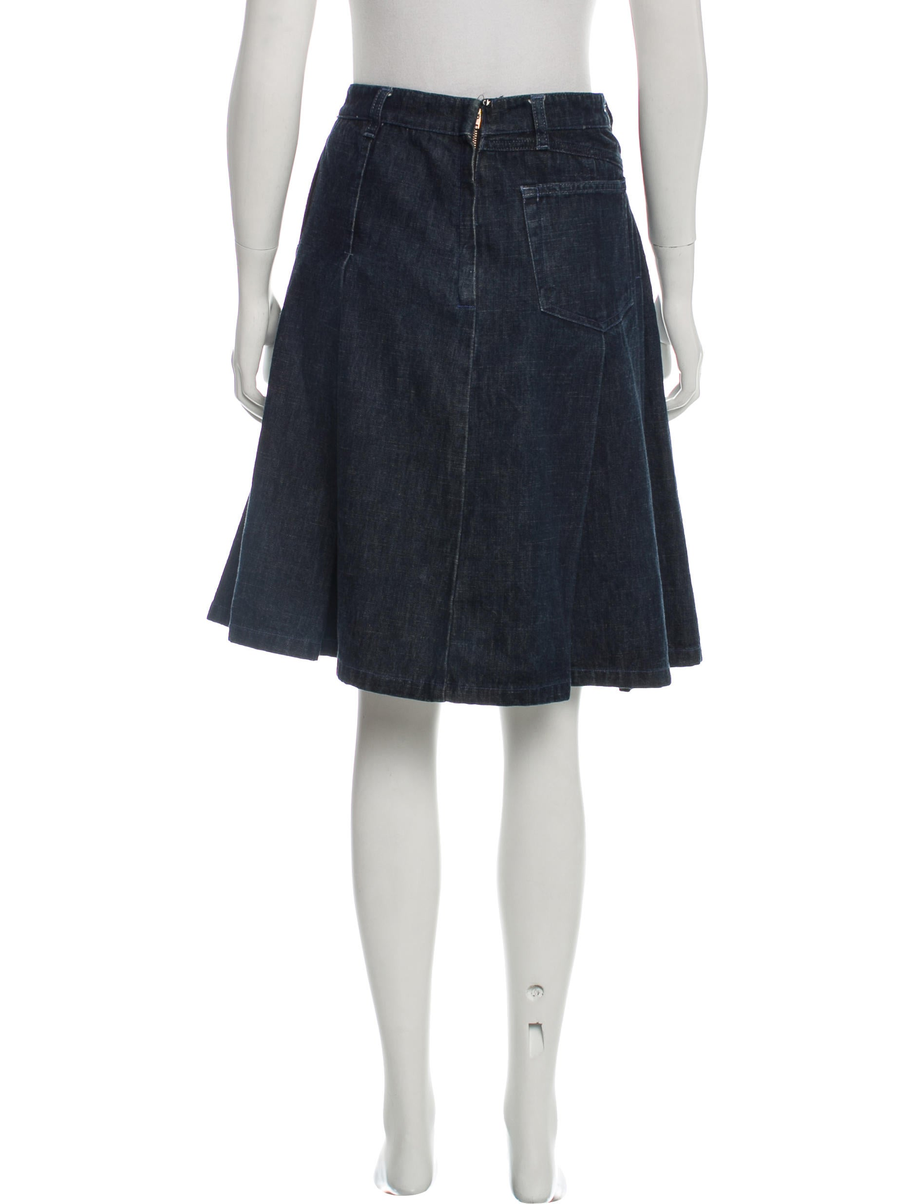 creative pleated denim skirt outfit