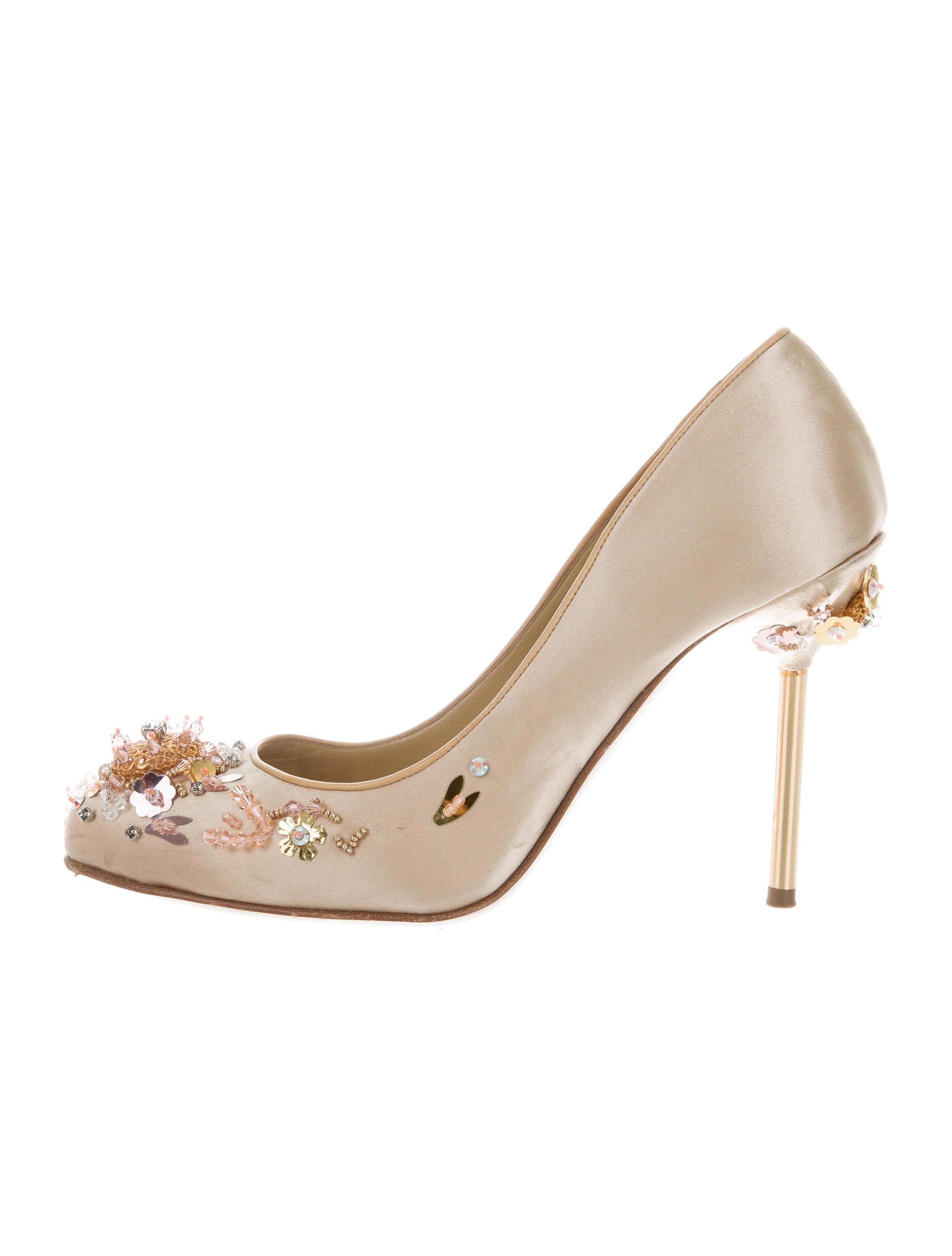 miu miu embellished satin pumps shoes miu52335 the. Black Bedroom Furniture Sets. Home Design Ideas