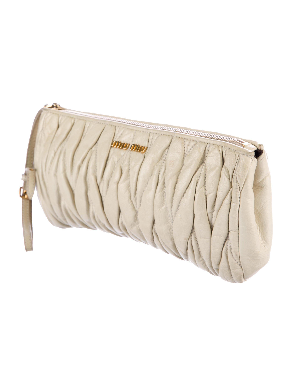 miu miu matelass leather wristlet handbags miu53393 the realreal. Black Bedroom Furniture Sets. Home Design Ideas