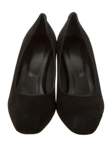 Round-Toe Suede Pumps