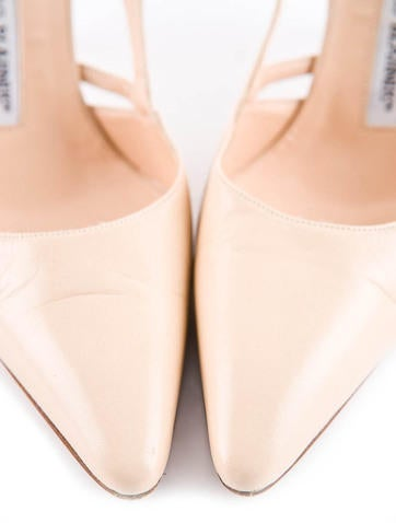 Pointed-Toe Pump