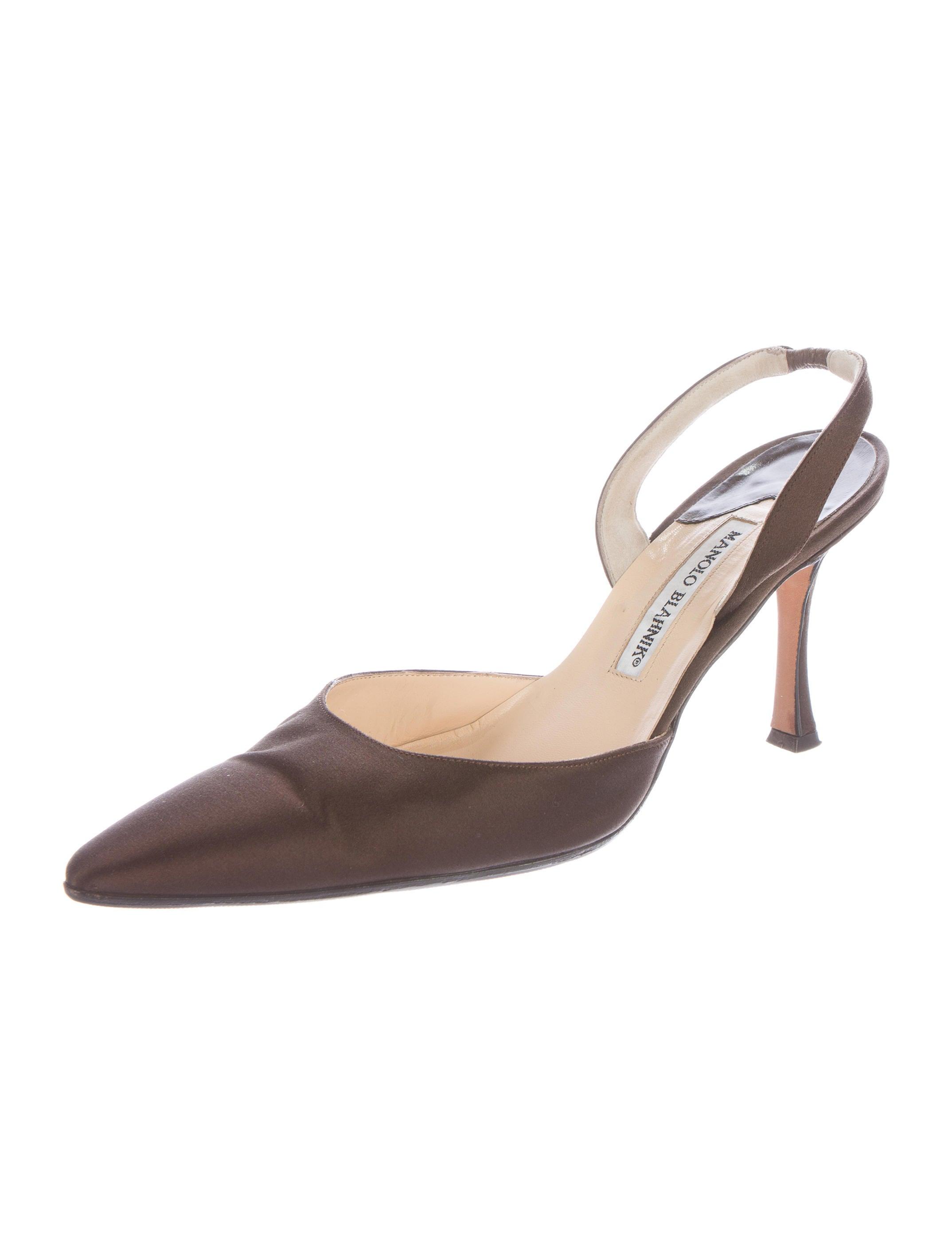 Manolo blahnik satin carolyne pumps shoes moo58568 for Shoe designer manolo blahnik