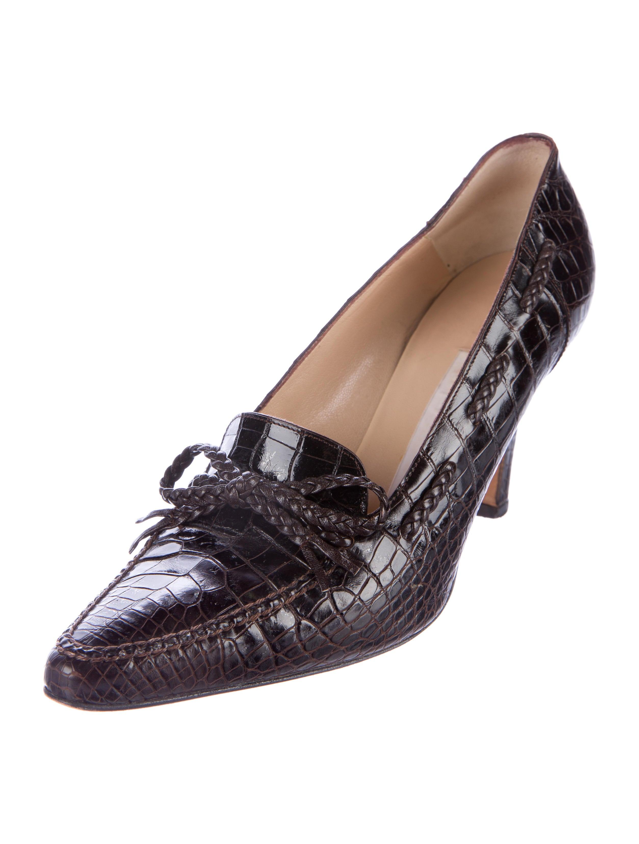 Manolo Blahnik Bow Accented Alligator Pumps Shoes