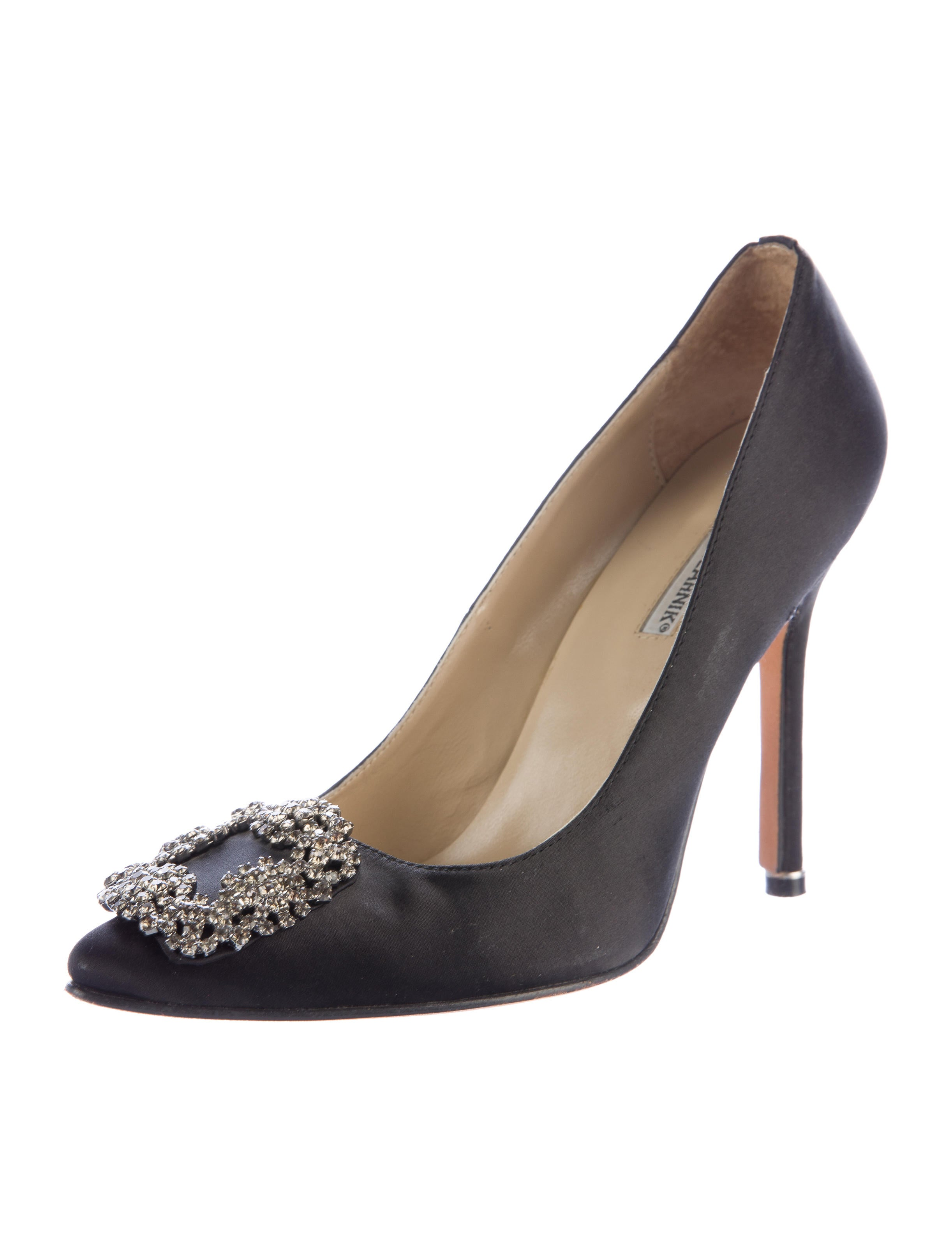 Manolo blahnik satin hangisi pumps shoes moo65006 for Who is manolo blahnik