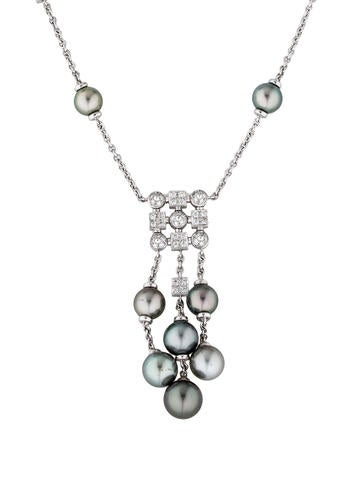 Necklace 18k Diamond And Pearl Drop Pendant Necklace on outdoor stone bar