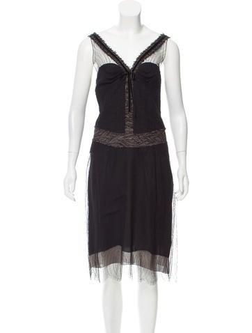 Nina Ricci Sleeveless Lace Cocktail Dress None