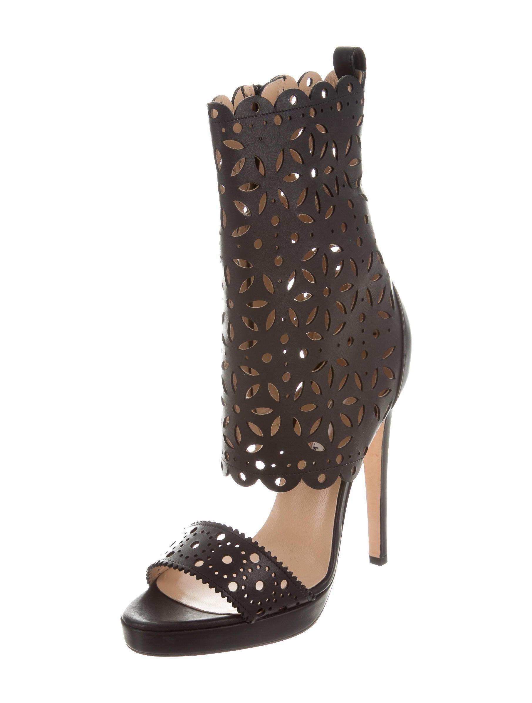 Oscar de la renta leather laser cut sandals shoes for Oscar de la renta candles