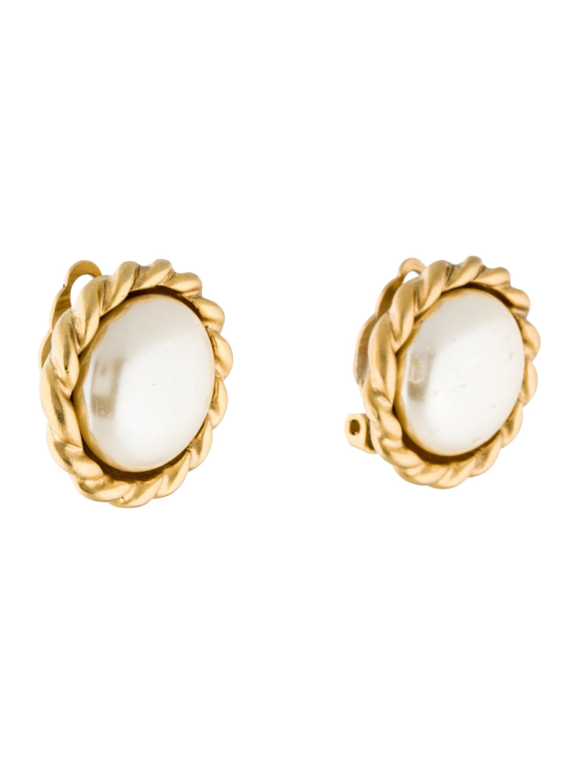 oscar de la renta pearl button clip on earrings earrings. Black Bedroom Furniture Sets. Home Design Ideas