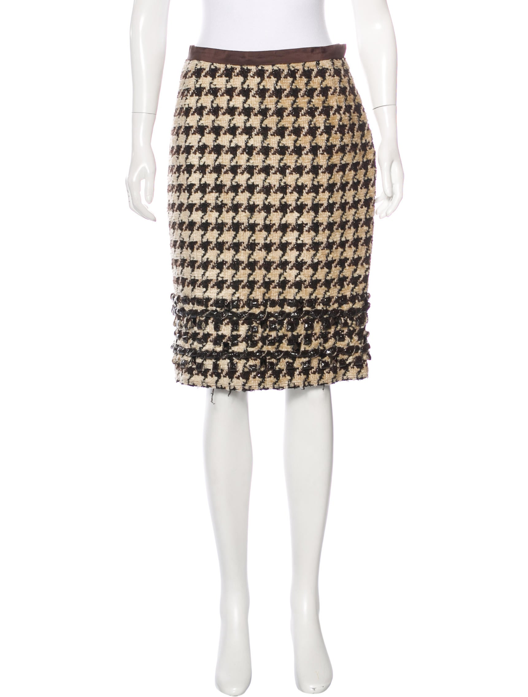 The skirt is a size 10 and the fabric is a beautiful thick tweed houndstooth that is a very dark navy blue and white/cream with specks of various colors Casual Corner & Co Wool Blend Houndstooth Pencil Skirt Lined Brown Size 6.