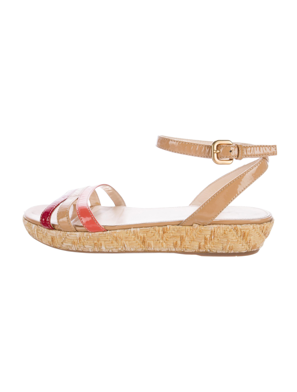 prada platform patent leather sandals shoes pra133303