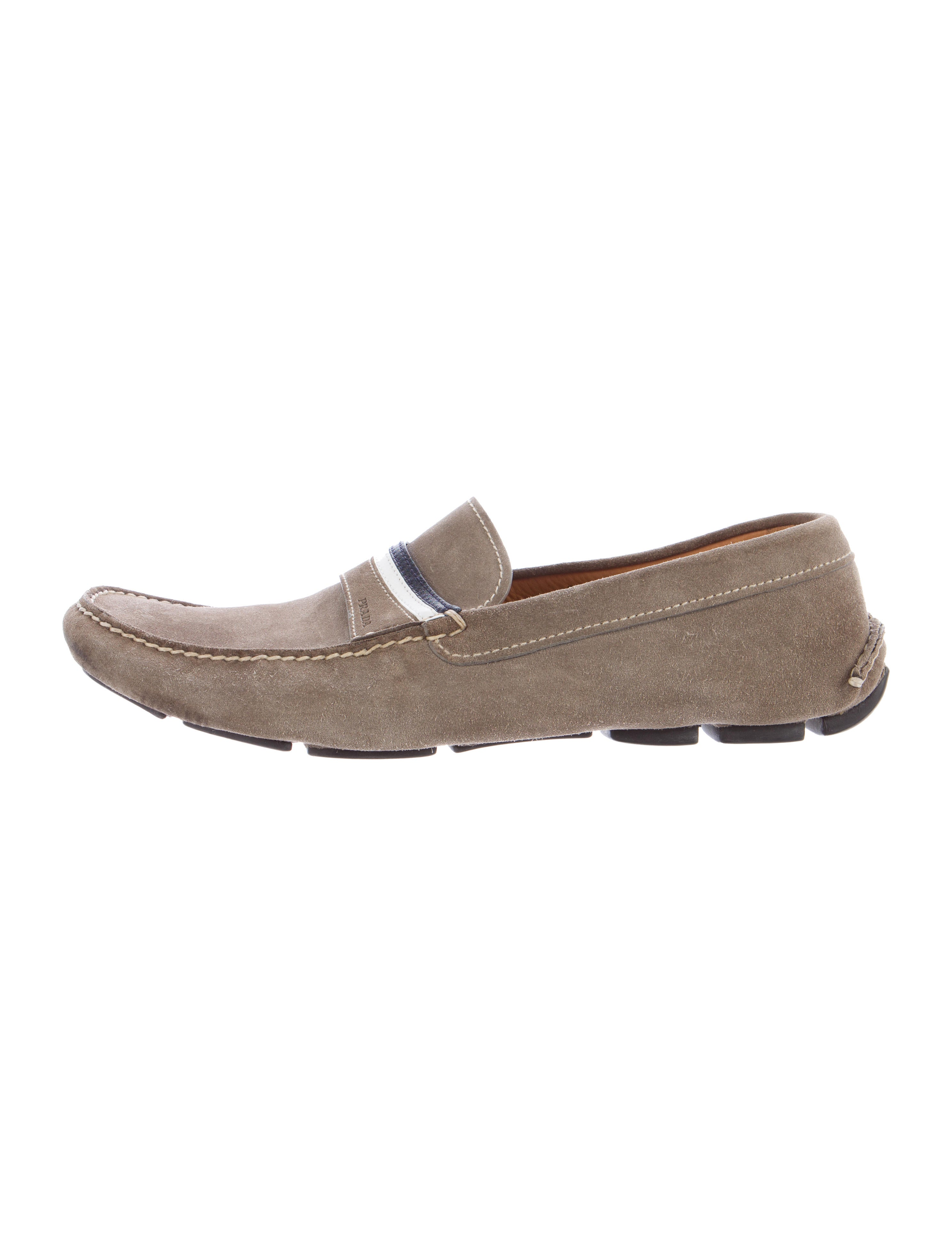 The ultimate leisure shoe, this driving loafer by HUGO is made with soft suede. Sticking to its heritage in car racing, the footbed is constructed with extra padding for maximum comfort while navigating a road — or a palm tree-lined boardwalk.