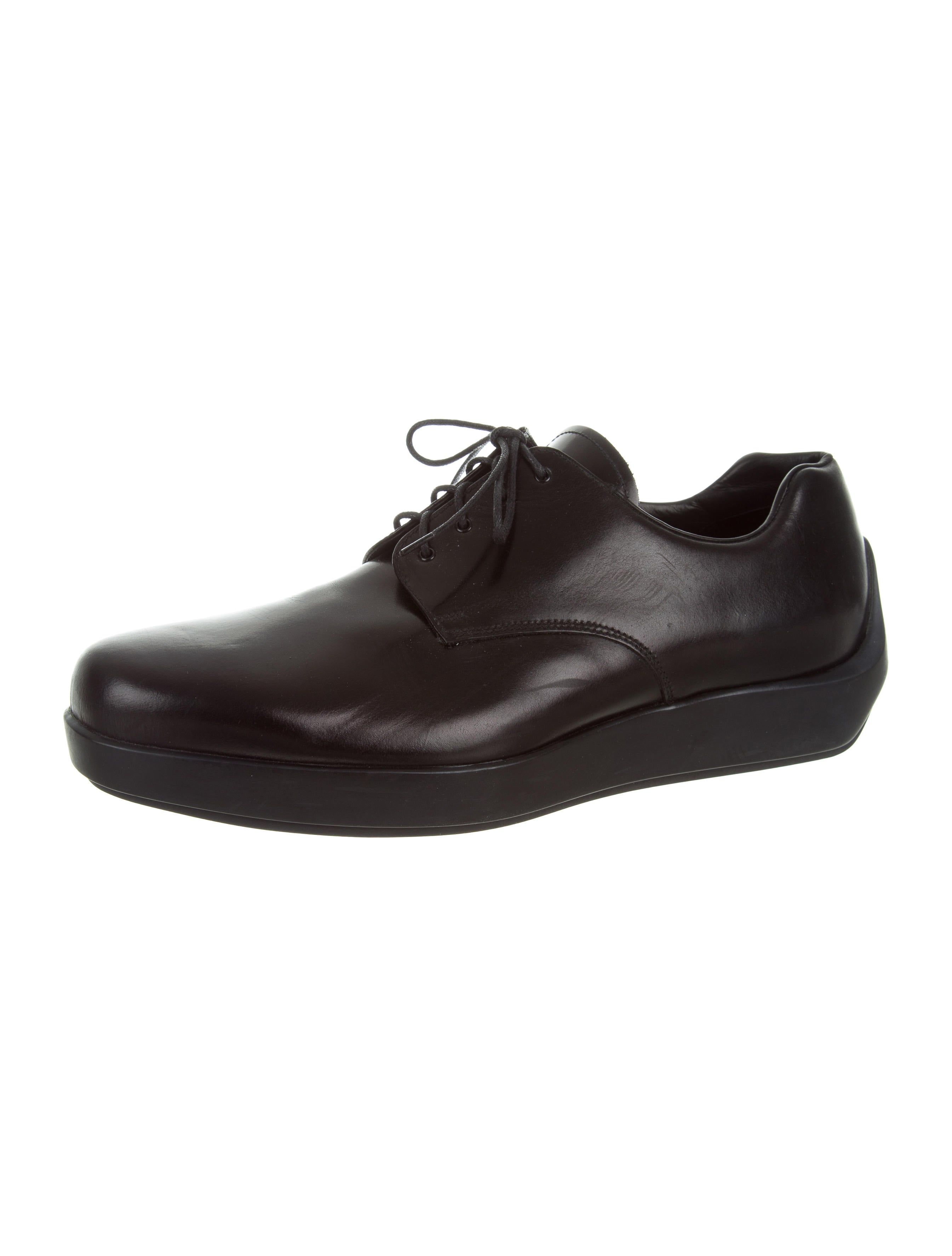 prada leather derby shoes shoes pra149605 the realreal
