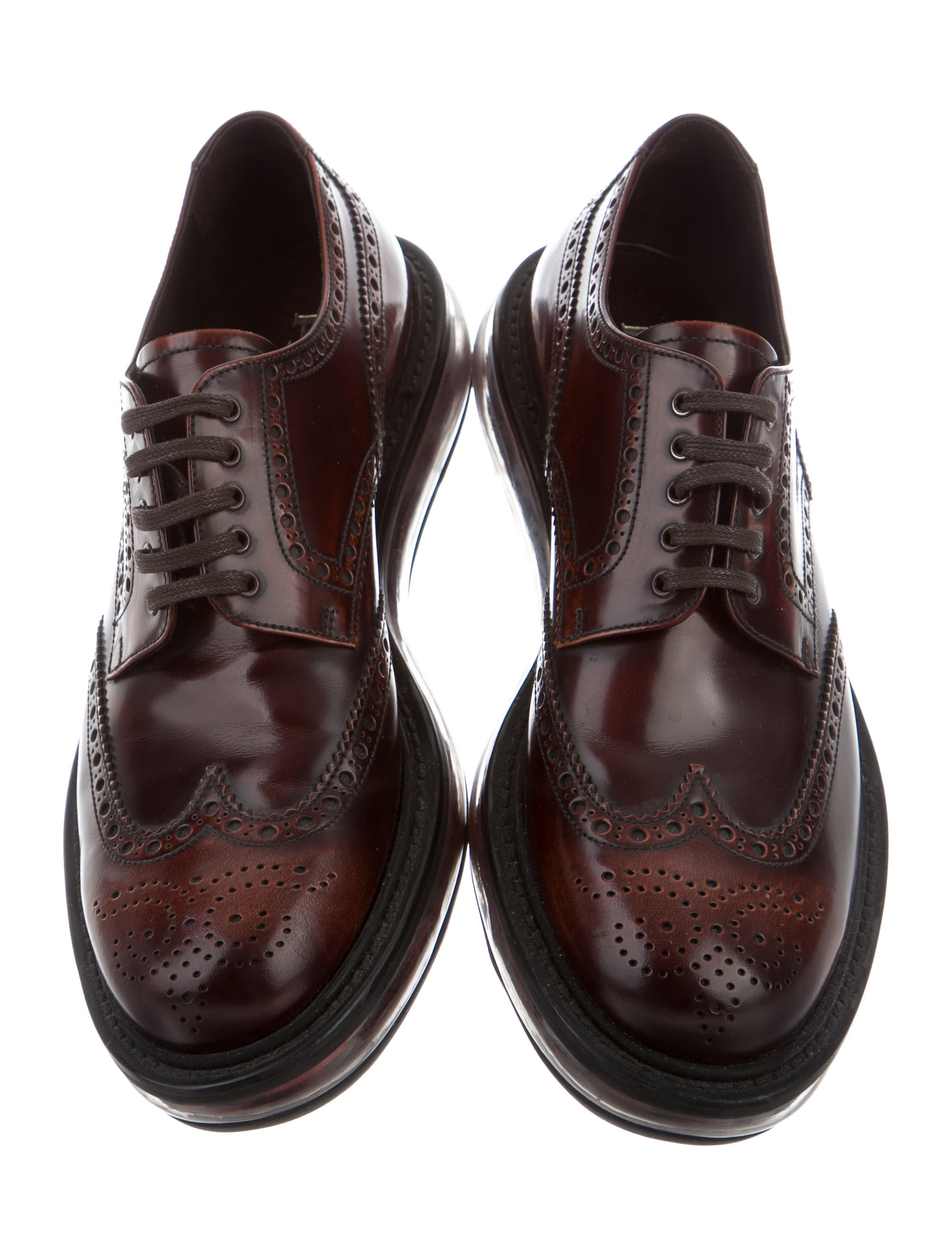 Classic and stylish design, this is a vintage oxford leather shoes for men, Plain toe & lace up style, nice genuine cow leather upper,comfortable out sole. This Italian fashion men dress shoes provide the ideal balance between simplicity and fancy decorations.5/5(3).