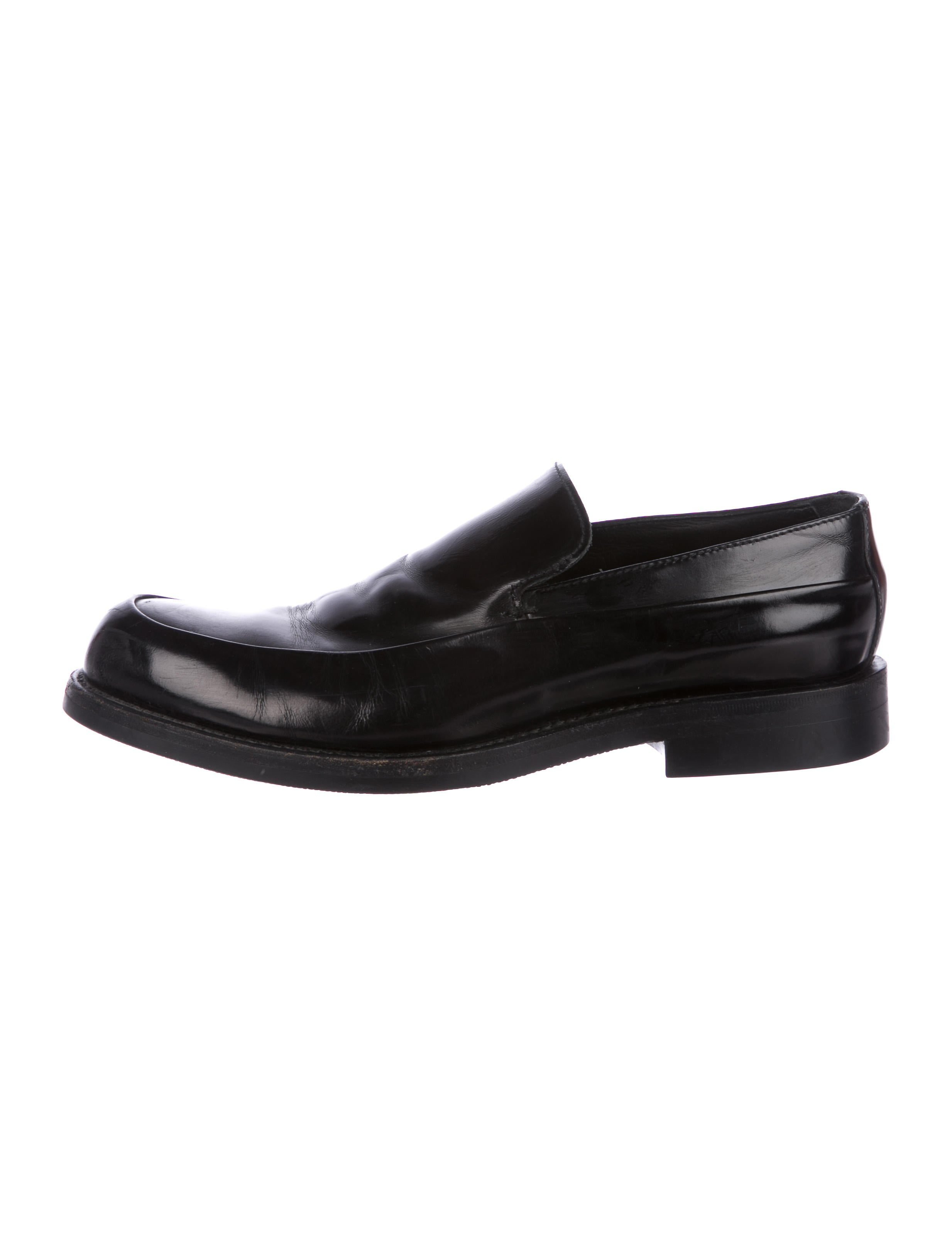 Prada Leather Round-Toe Loafers clearance discounts wiki online clearance genuine affordable ESooMu8Z
