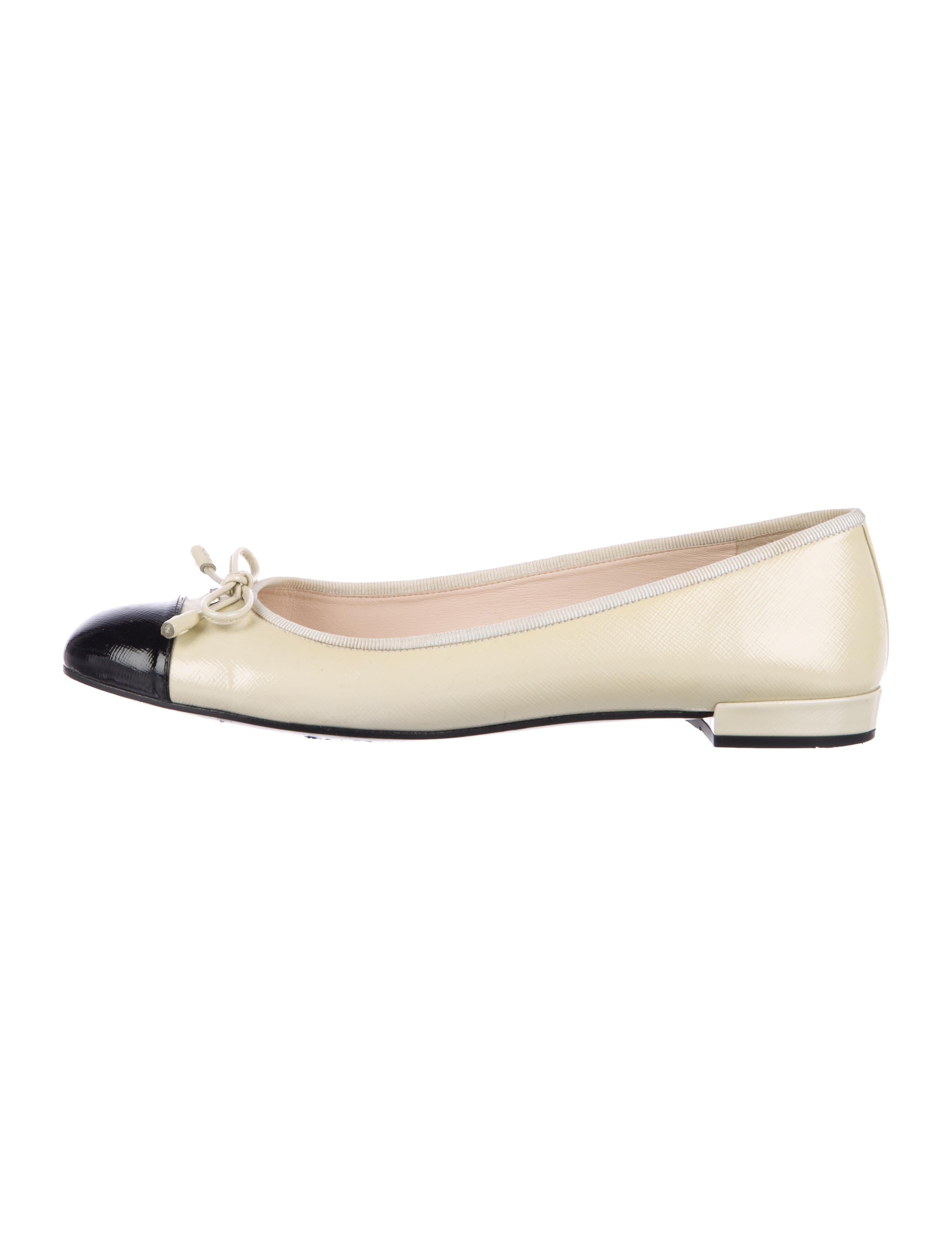 9a3fad3c46 Prada Leather Cap-Toe Flats - Shoes - PRA219962 | The RealReal