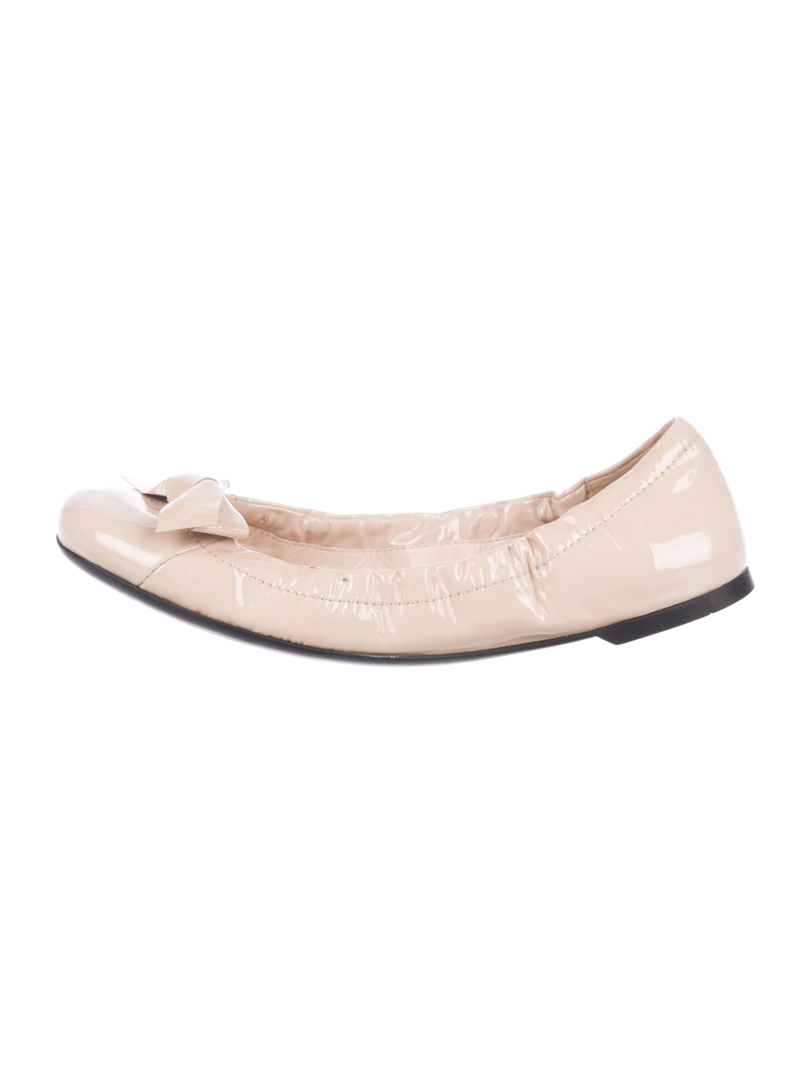 49002df05d Prada Patent Leather Round-Toe Flats - Shoes - PRA221812 | The RealReal