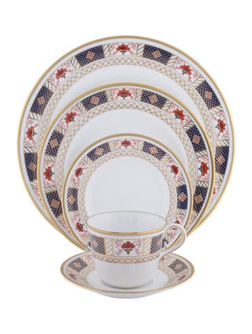 Royal Crown Derby 34-Piece Derby Border Dinner Service None