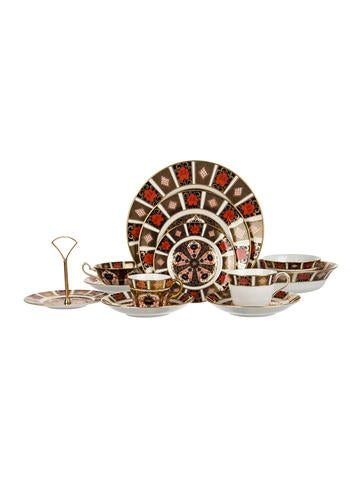 Royal Crown Derby 21-Piece Old Imari Table Service None