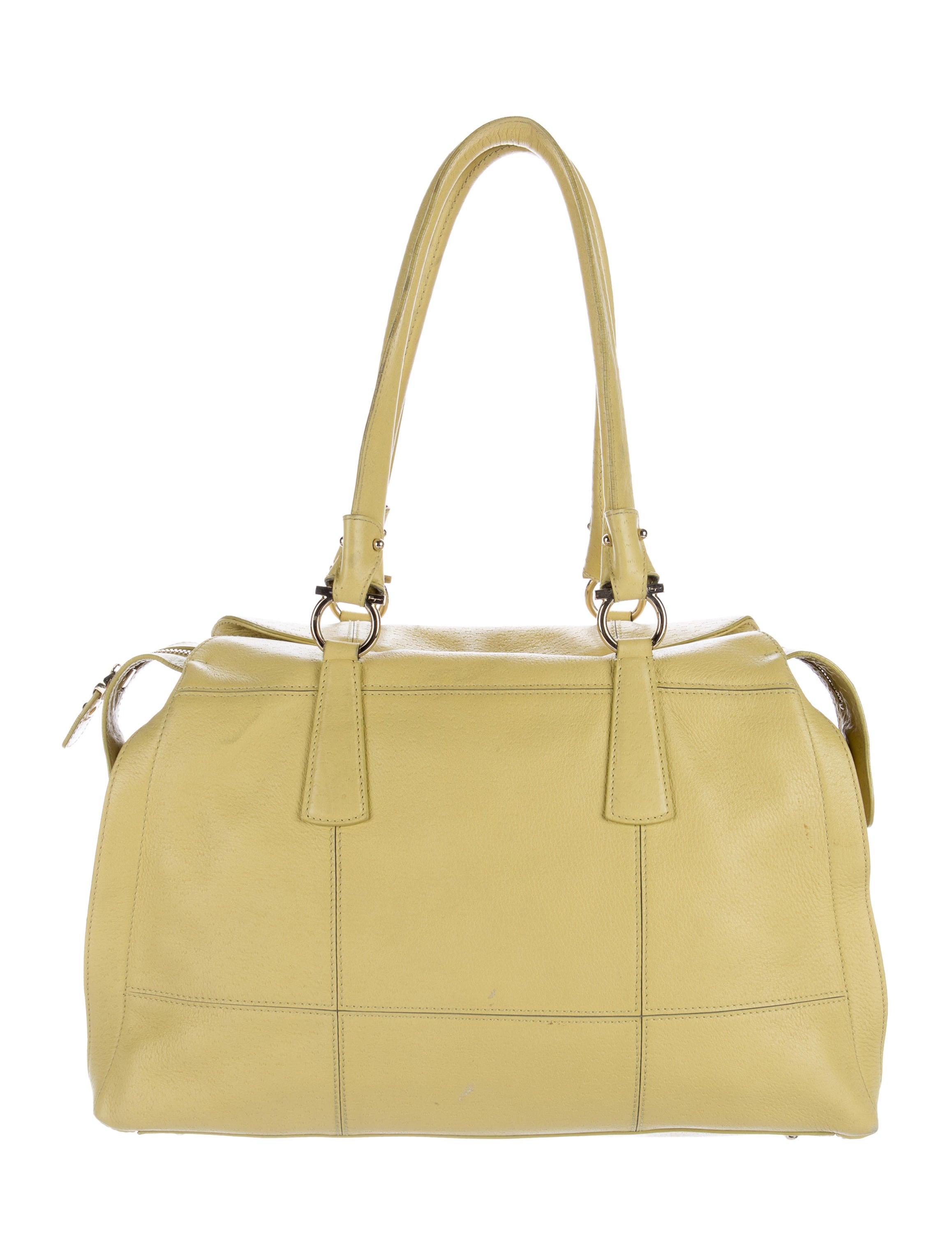 Lastest  Bag Salvatore Ferragamo Salvatore Ferragamo Bag Shoulder Bag Women Bag