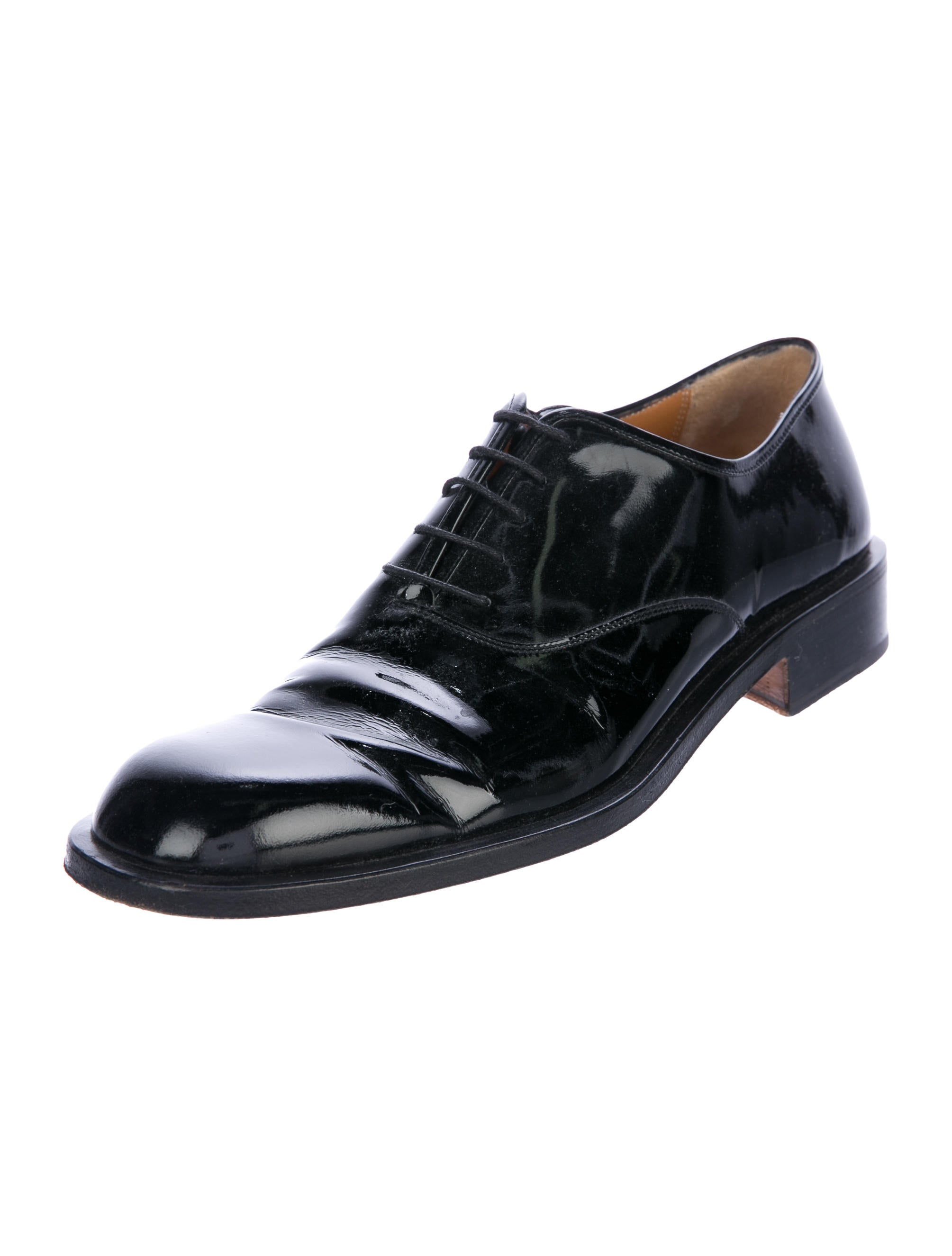 The Scarpe di Bianco™ Italian footwear collection was founded by Bill White in Di Bianco offers classic handmade men's shoes with a modern twist.