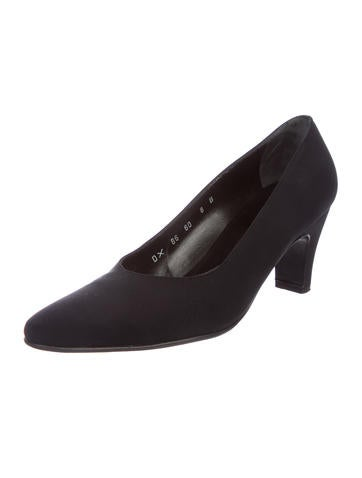 Salvatore Ferragamo Nisida Round-Toe Pumps discount reliable outlet cheap online Yp5Lc6Yv