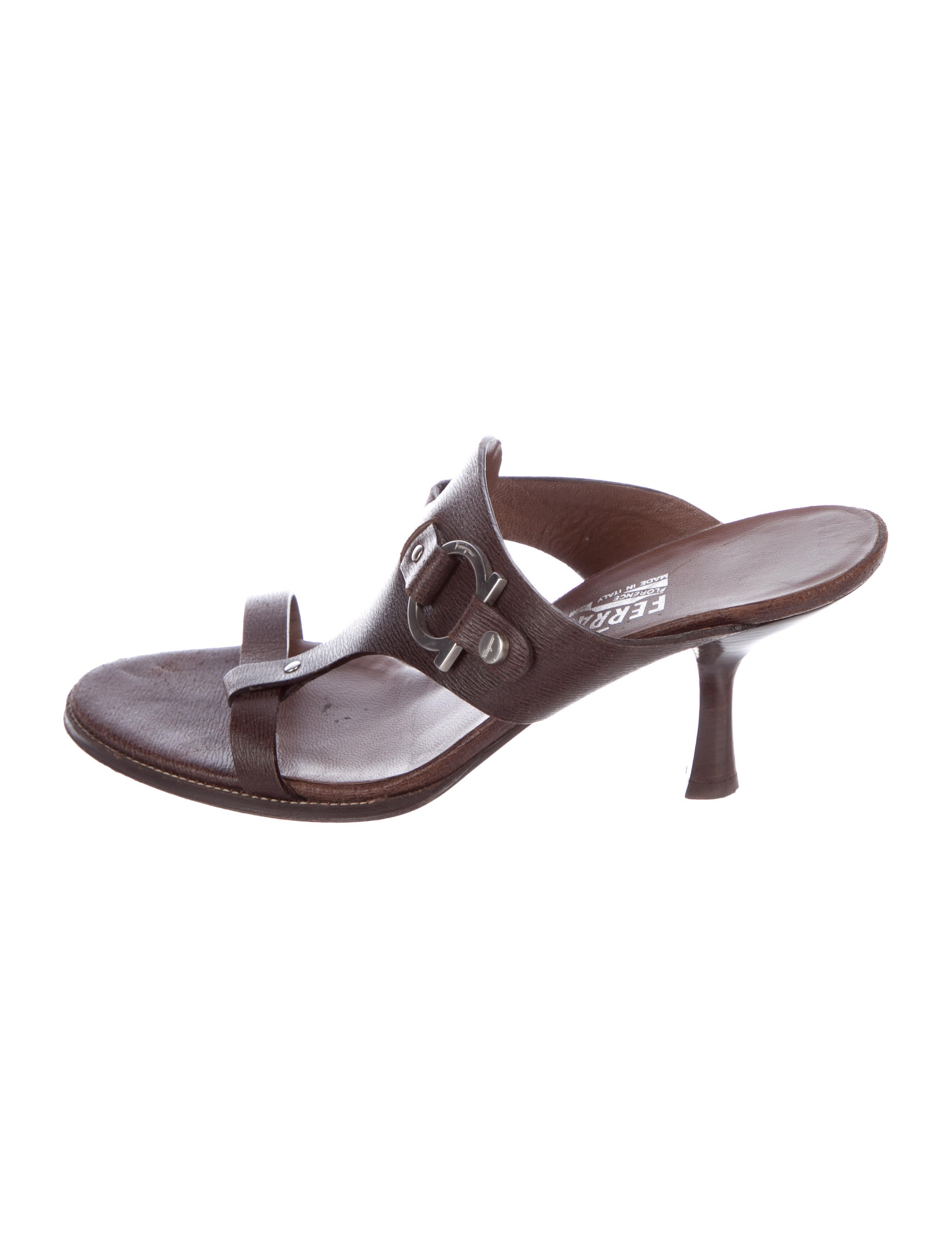 Salvatore Ferragamo Leather Gancino Sandals buy cheap sale cheap sale 100% authentic outlet locations cheap price IBCDr