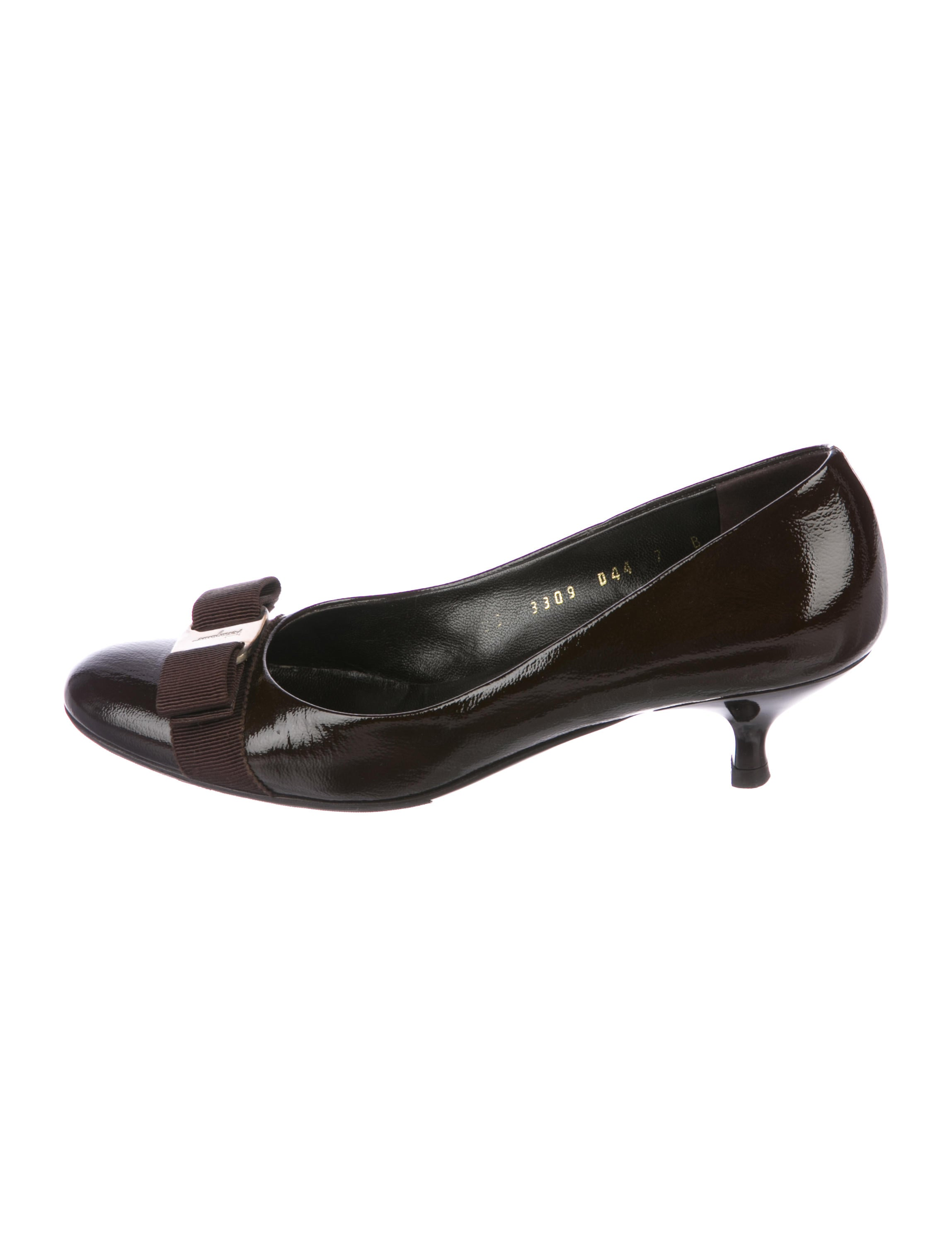 222e53485286 Salvatore Ferragamo Carla Vara Pumps - Shoes - SAL69633