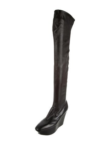 Pointed-Toe Platform Boots